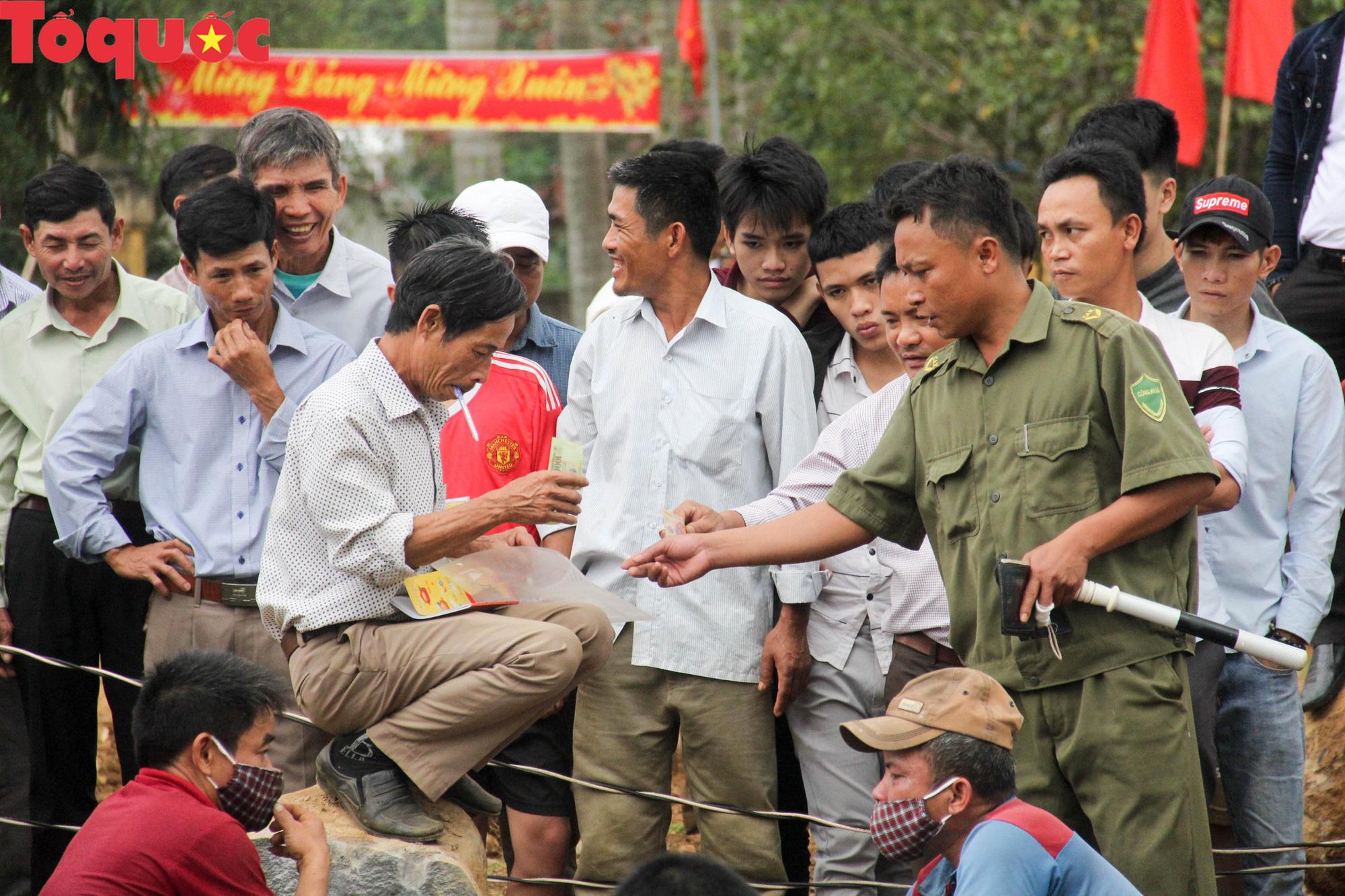 Độc đáo hội thi chẻ đá mồ côi ở Quảng Trị - Ảnh 16.