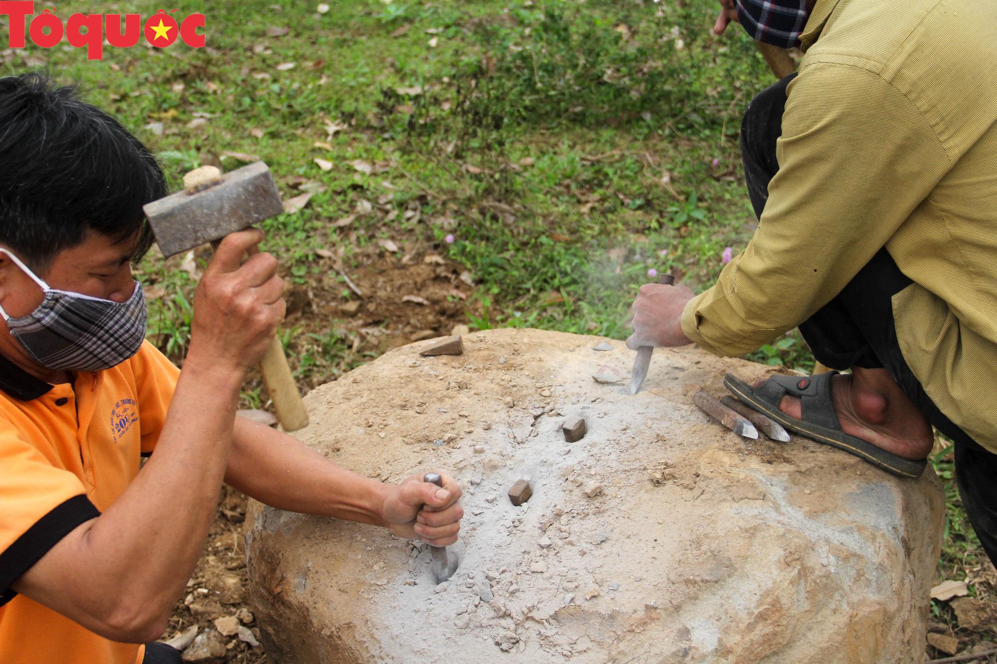 Độc đáo hội thi chẻ đá mồ côi ở Quảng Trị - Ảnh 7.