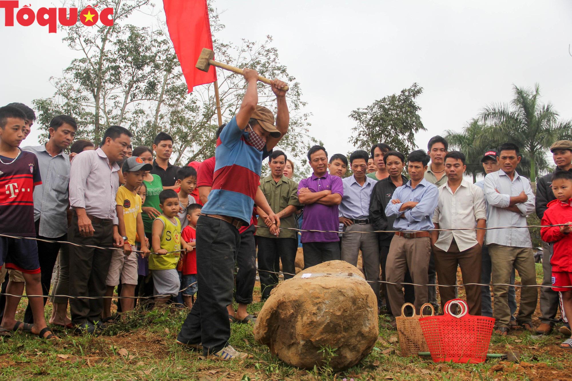 Độc đáo hội thi chẻ đá mồ côi ở Quảng Trị - Ảnh 4.