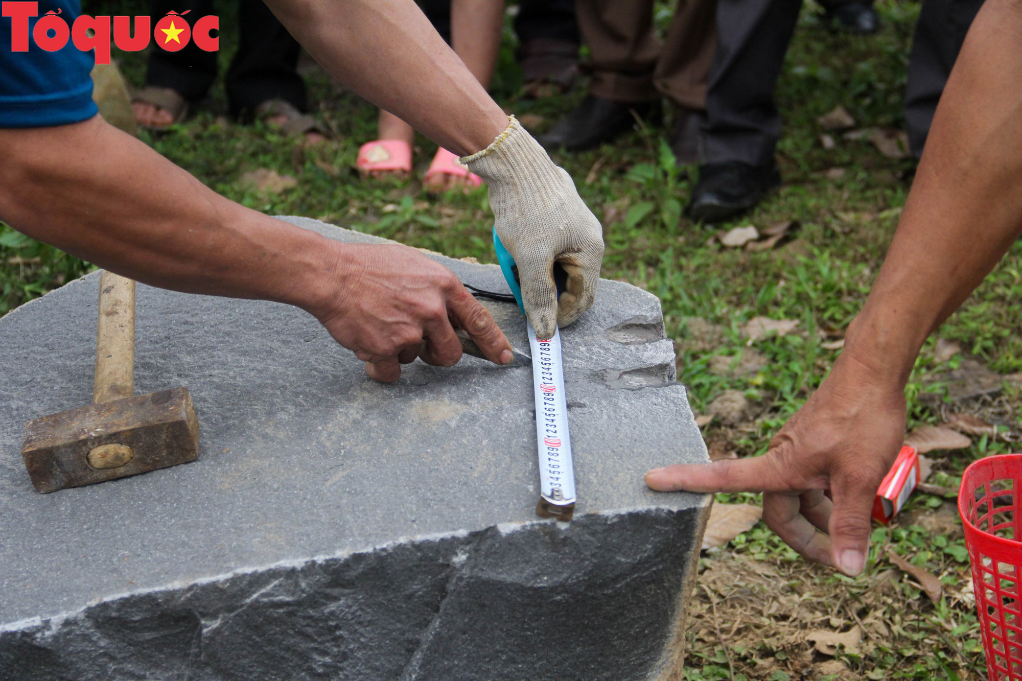 Độc đáo hội thi chẻ đá mồ côi ở Quảng Trị - Ảnh 11.