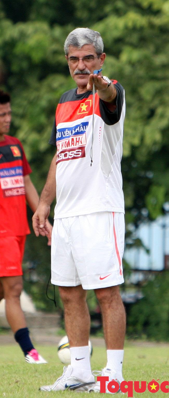 Trợ lý ngôn ngữ Ngô Lê Bằng: Kí ức về HLV Calisto cùng lần đầu tiên Việt Nam trở thành vua AFF Cup - Ảnh 1.