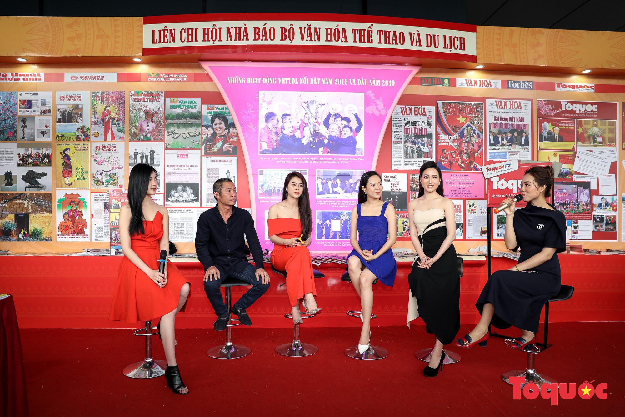 Ngắm nhìn Những cô gái trong thành phố nổi bật giữa Hội báo toàn quốc 2019 - Ảnh 10.