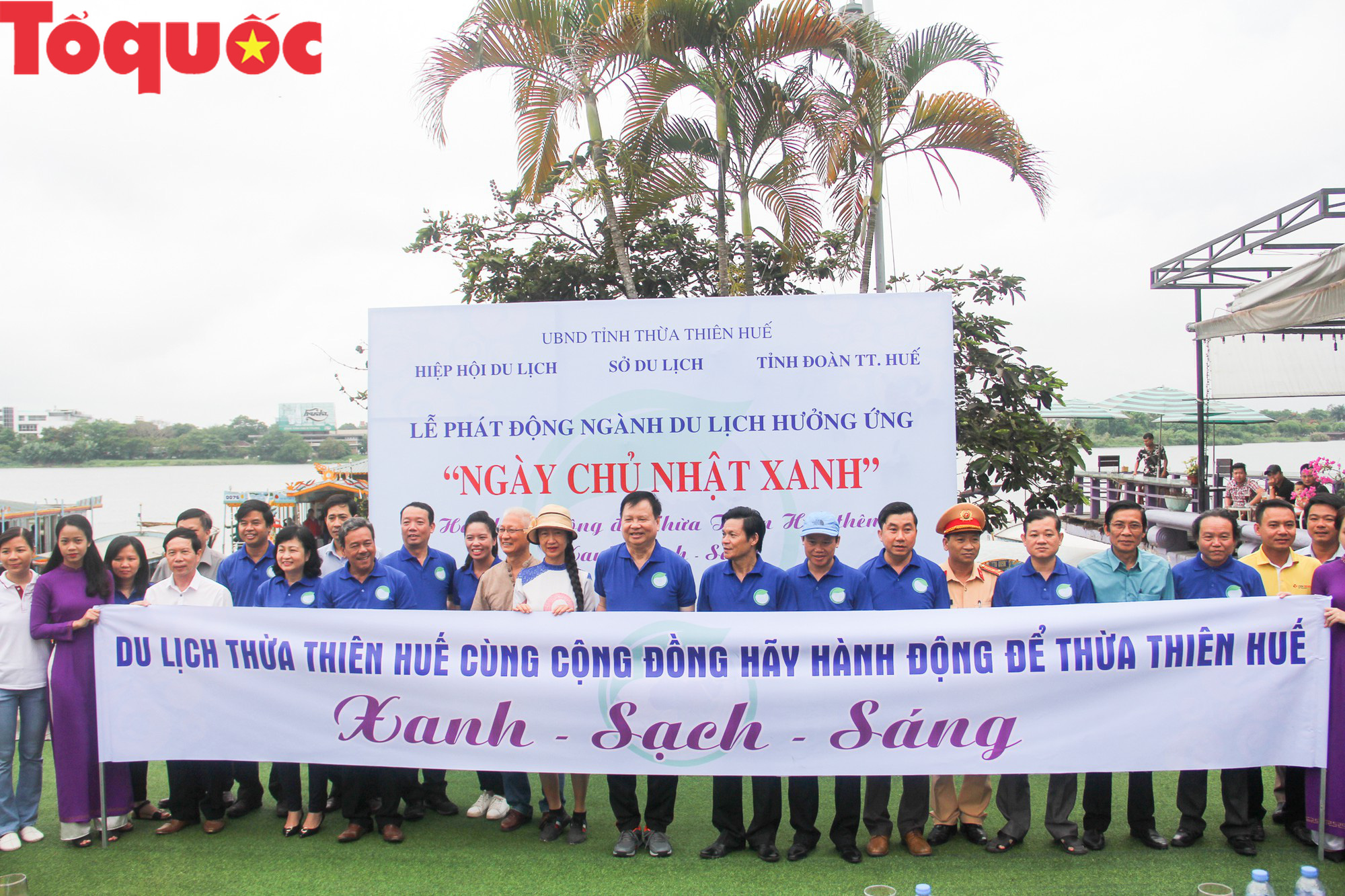 Ngành Du lịch Thừa Thiên Huế ra quân hưởng ứng Ngày chủ nhật xanh - Ảnh 1.