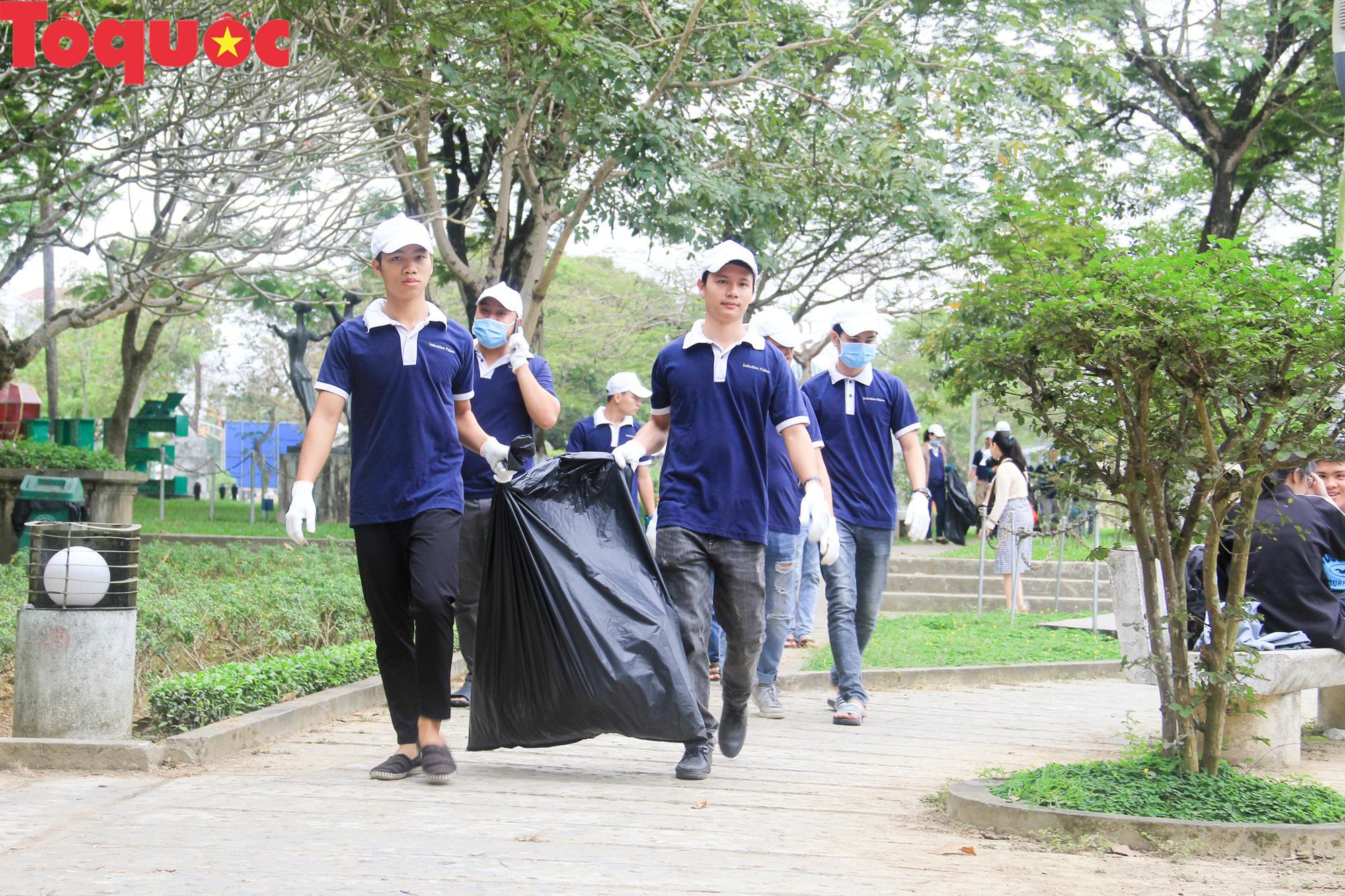 Ngành Du lịch Thừa Thiên Huế ra quân hưởng ứng Ngày chủ nhật xanh - Ảnh 2.