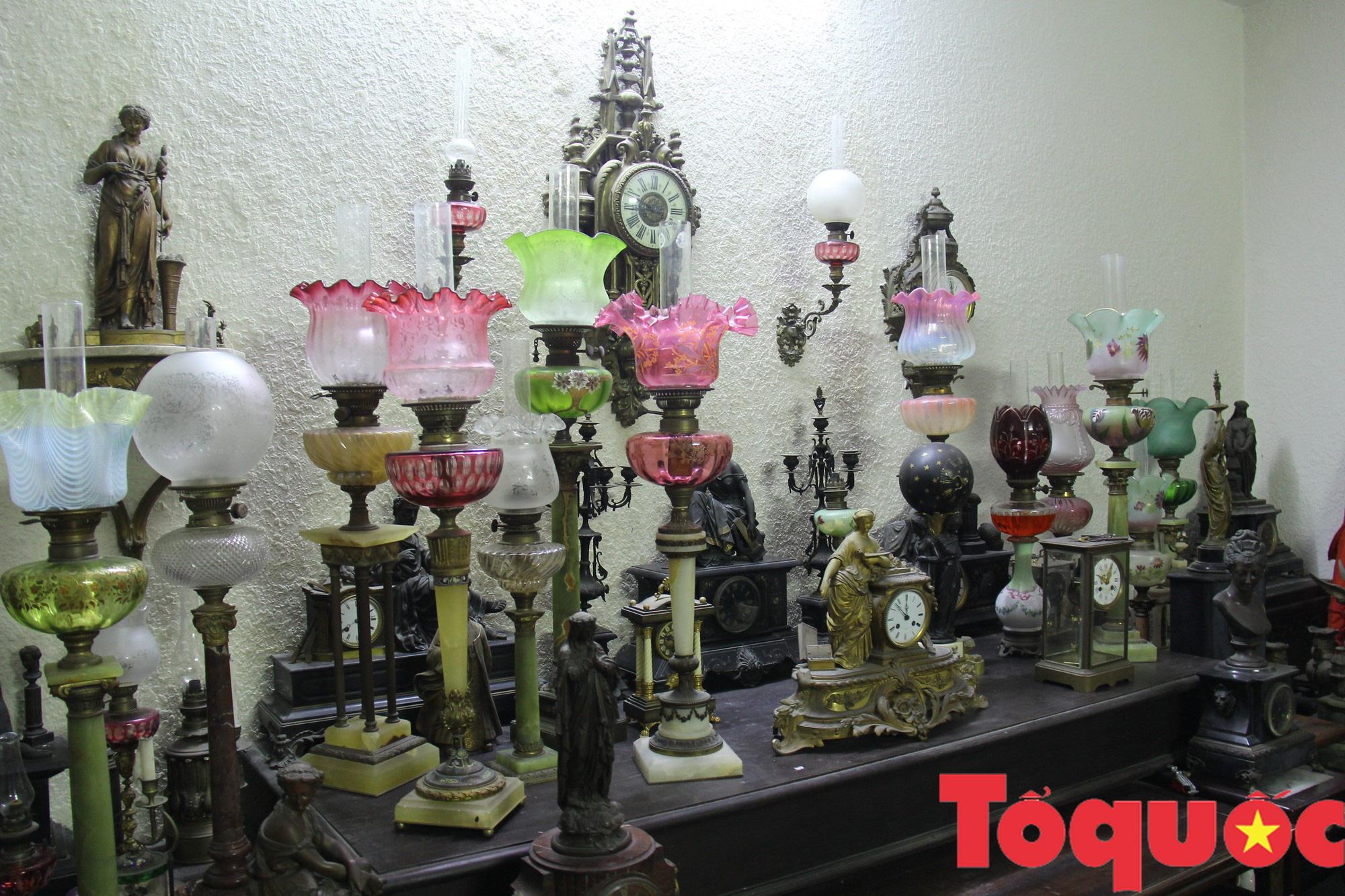 Đèn dầu: Từ vật dụng thiết yếu trong quá khứ đến thú sưu tầm, gìn giữ văn hóa của người Việt - Ảnh 1.