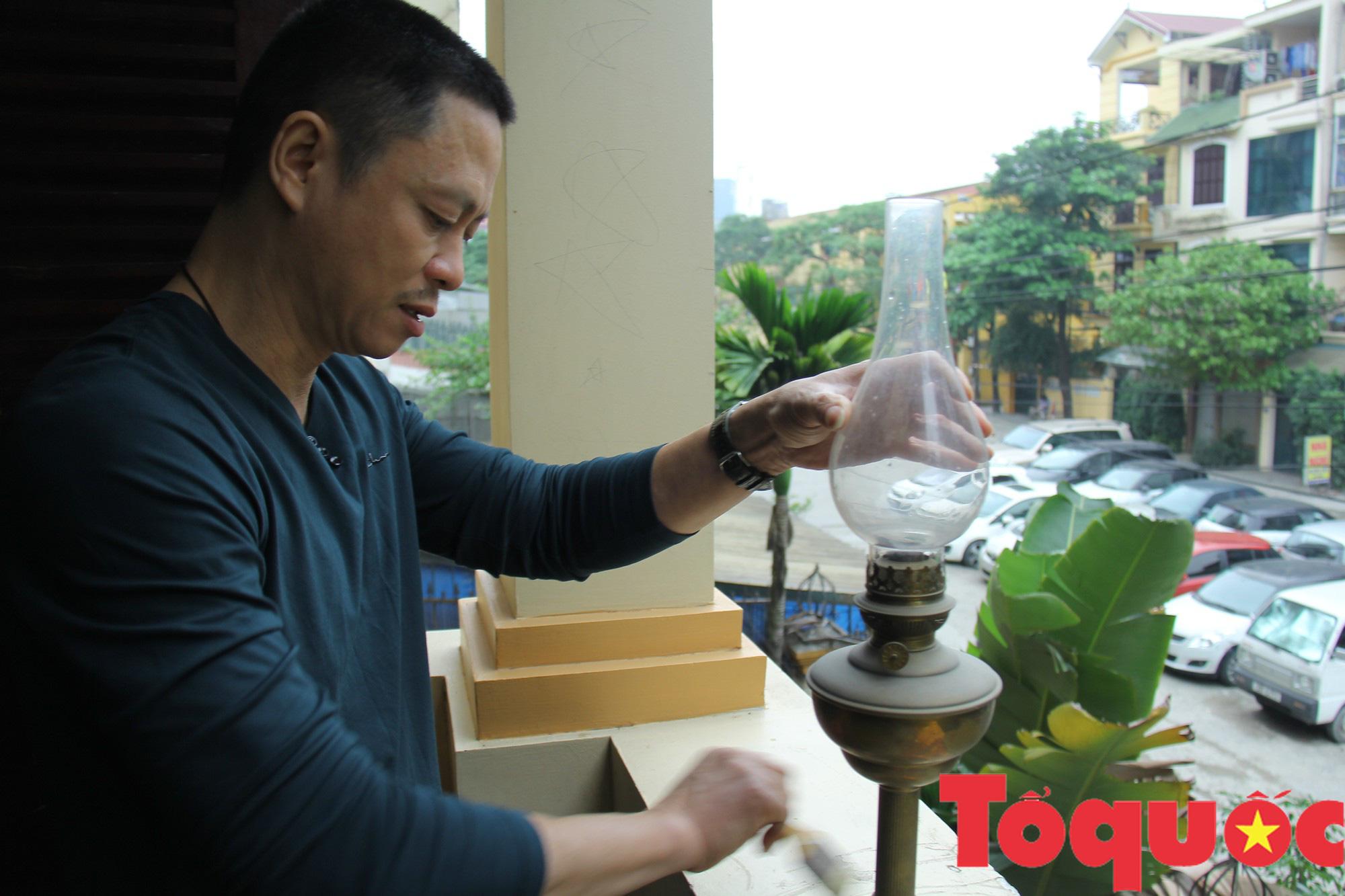 Đèn dầu: Từ vật dụng thiết yếu trong quá khứ đến thú sưu tầm, gìn giữ văn hóa của người Việt - Ảnh 4.