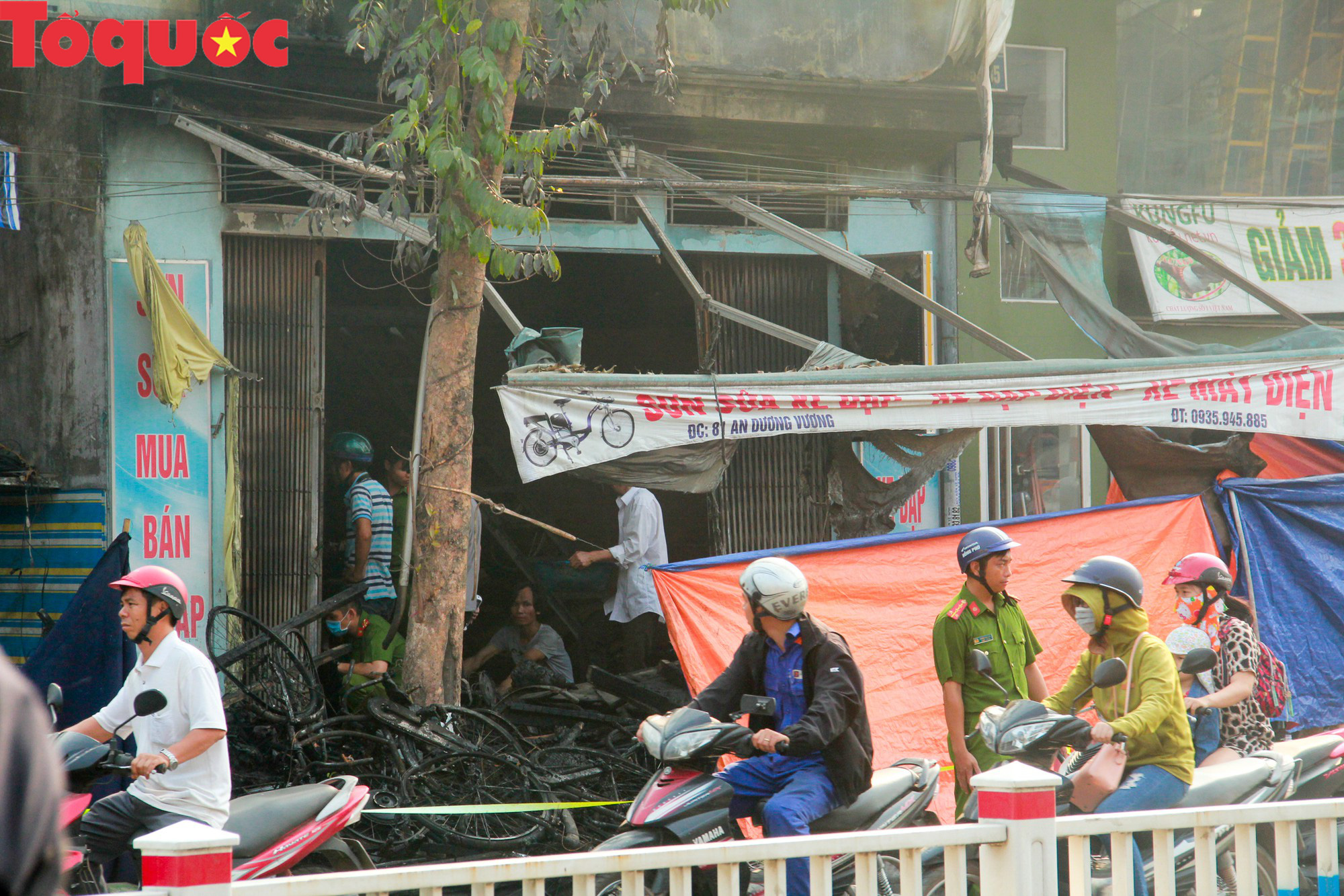 Hình ảnh hiện trường vụ hỏa hoạn khiến 3 người trong một gia đình tử vong thương tâm - Ảnh 2.