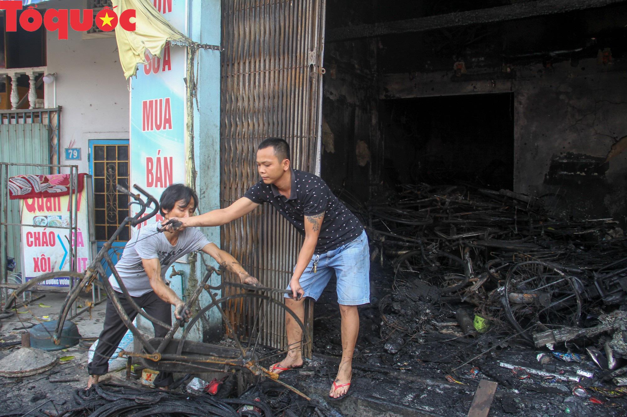 Hình ảnh hiện trường vụ hỏa hoạn khiến 3 người trong một gia đình tử vong thương tâm - Ảnh 8.