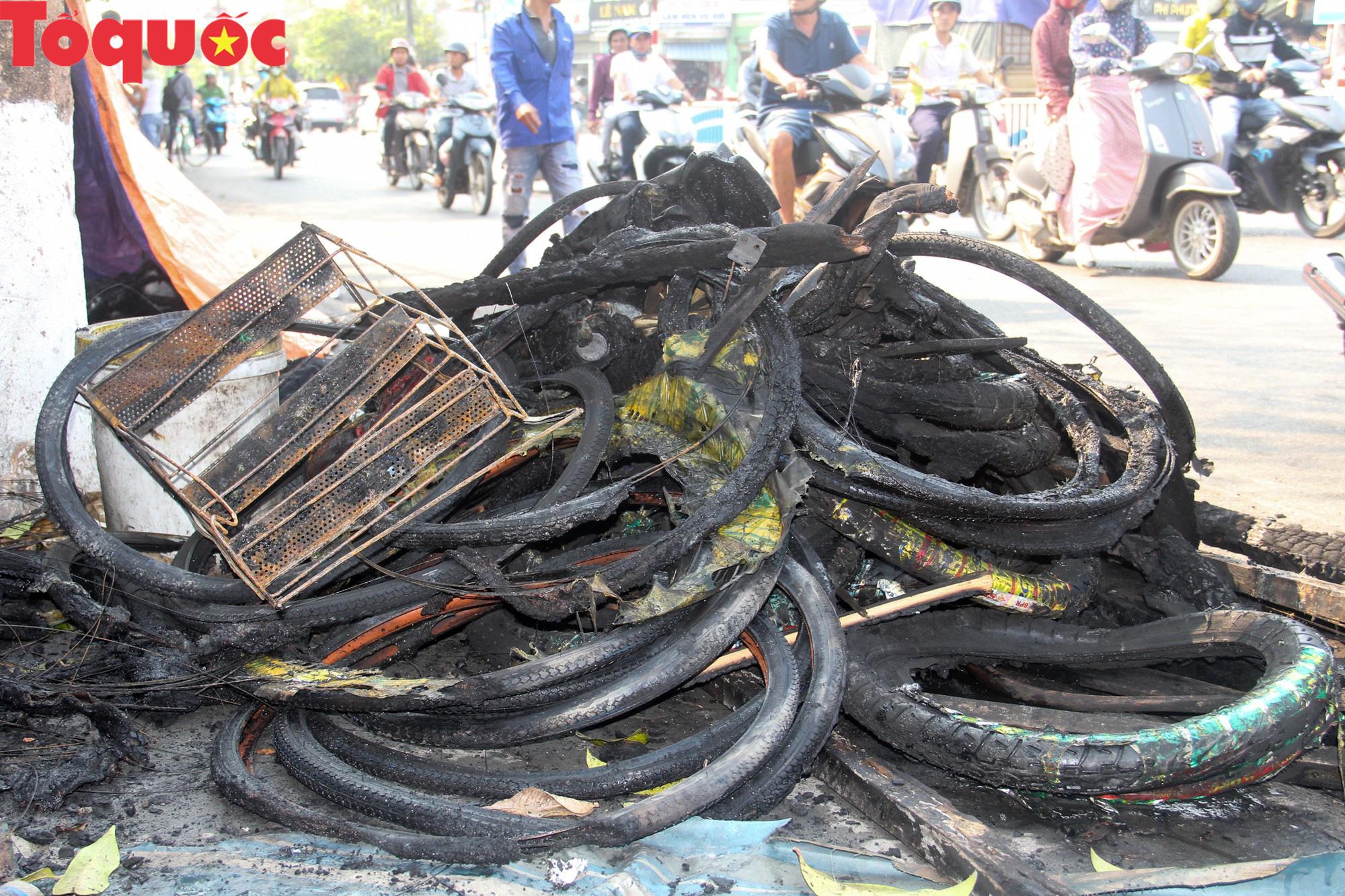 Hình ảnh hiện trường vụ hỏa hoạn khiến 3 người trong một gia đình tử vong thương tâm - Ảnh 9.