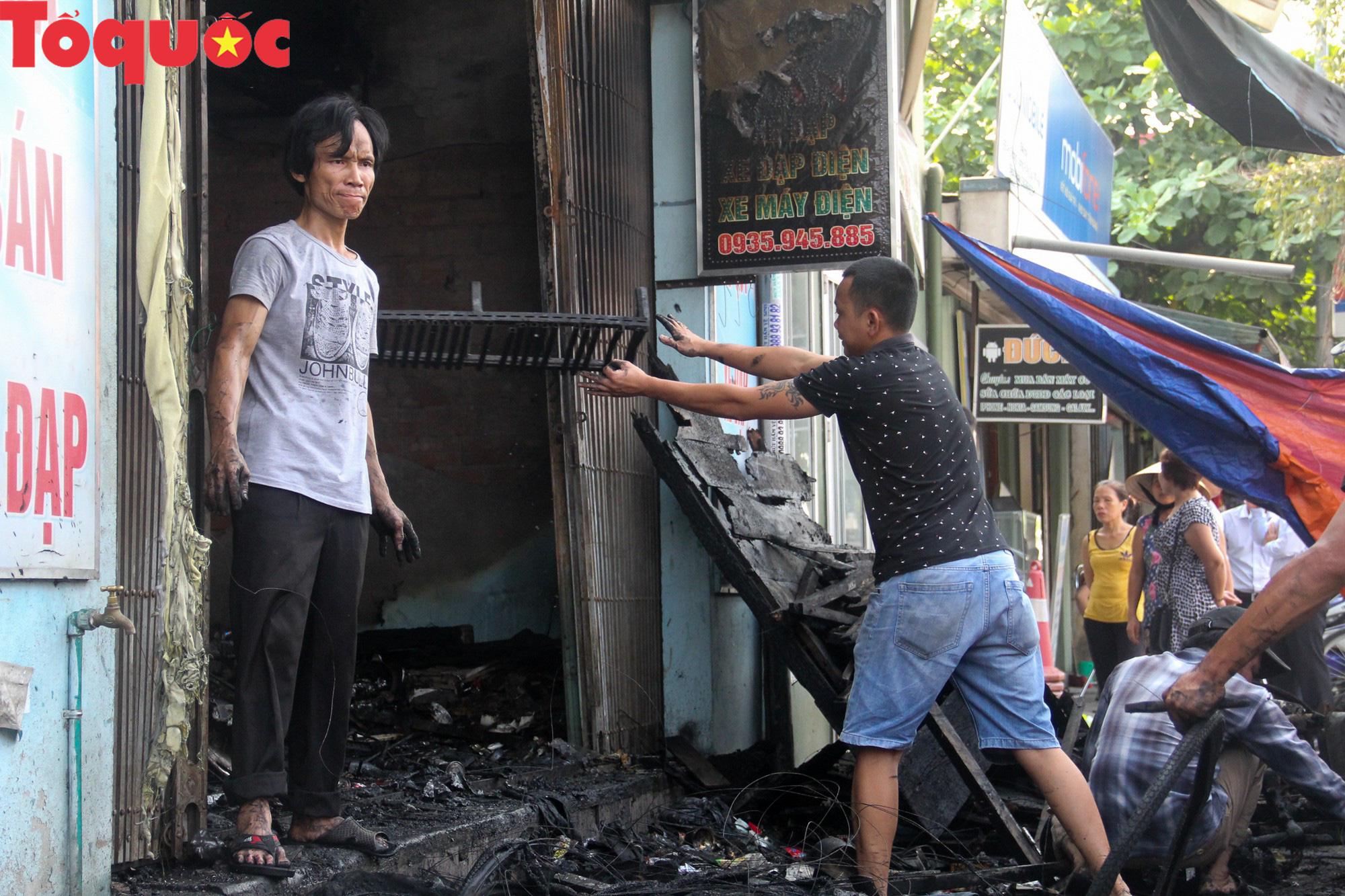 Hình ảnh hiện trường vụ hỏa hoạn khiến 3 người trong một gia đình tử vong thương tâm - Ảnh 12.