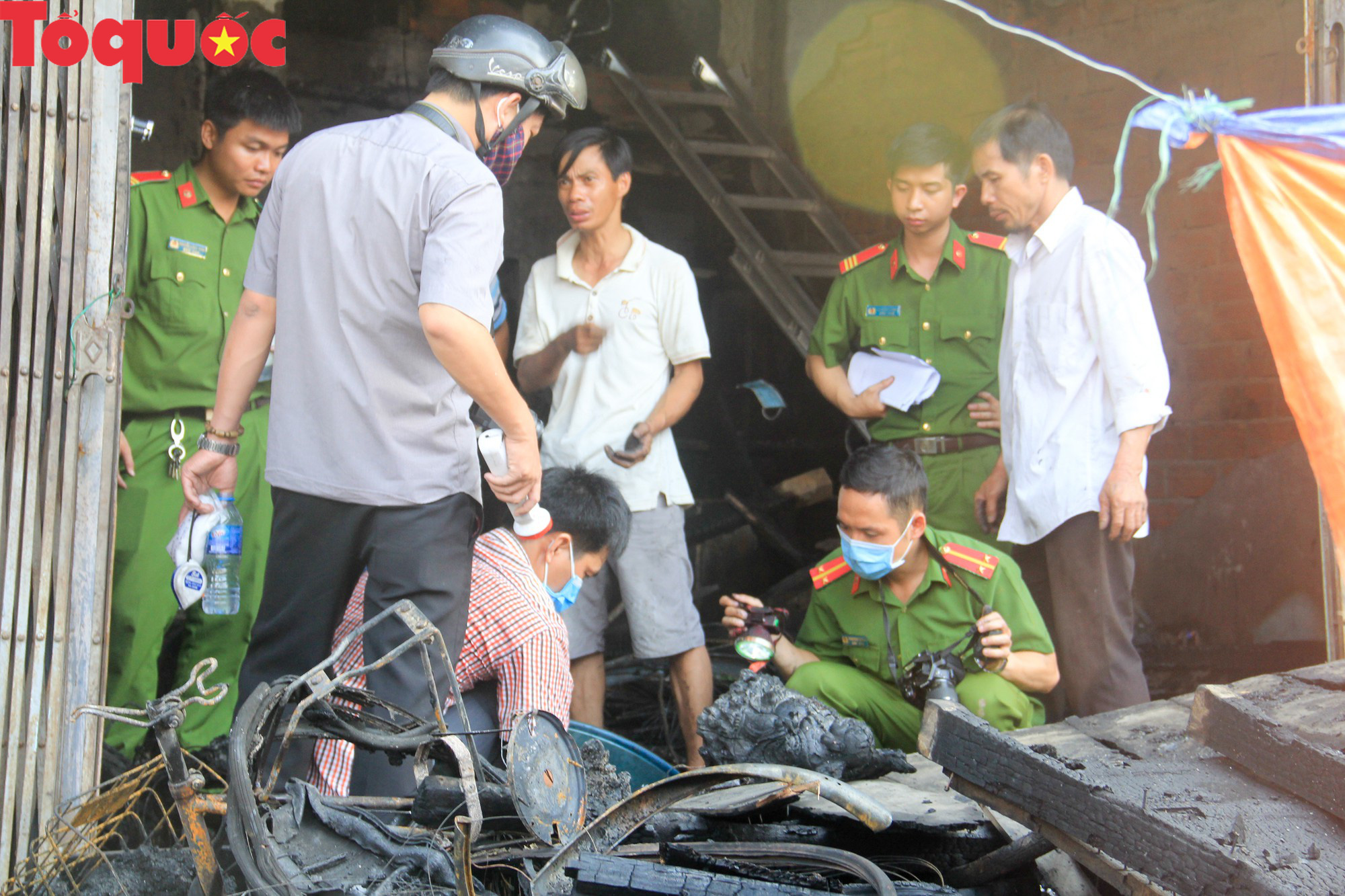 Hình ảnh hiện trường vụ hỏa hoạn khiến 3 người trong một gia đình tử vong thương tâm - Ảnh 4.