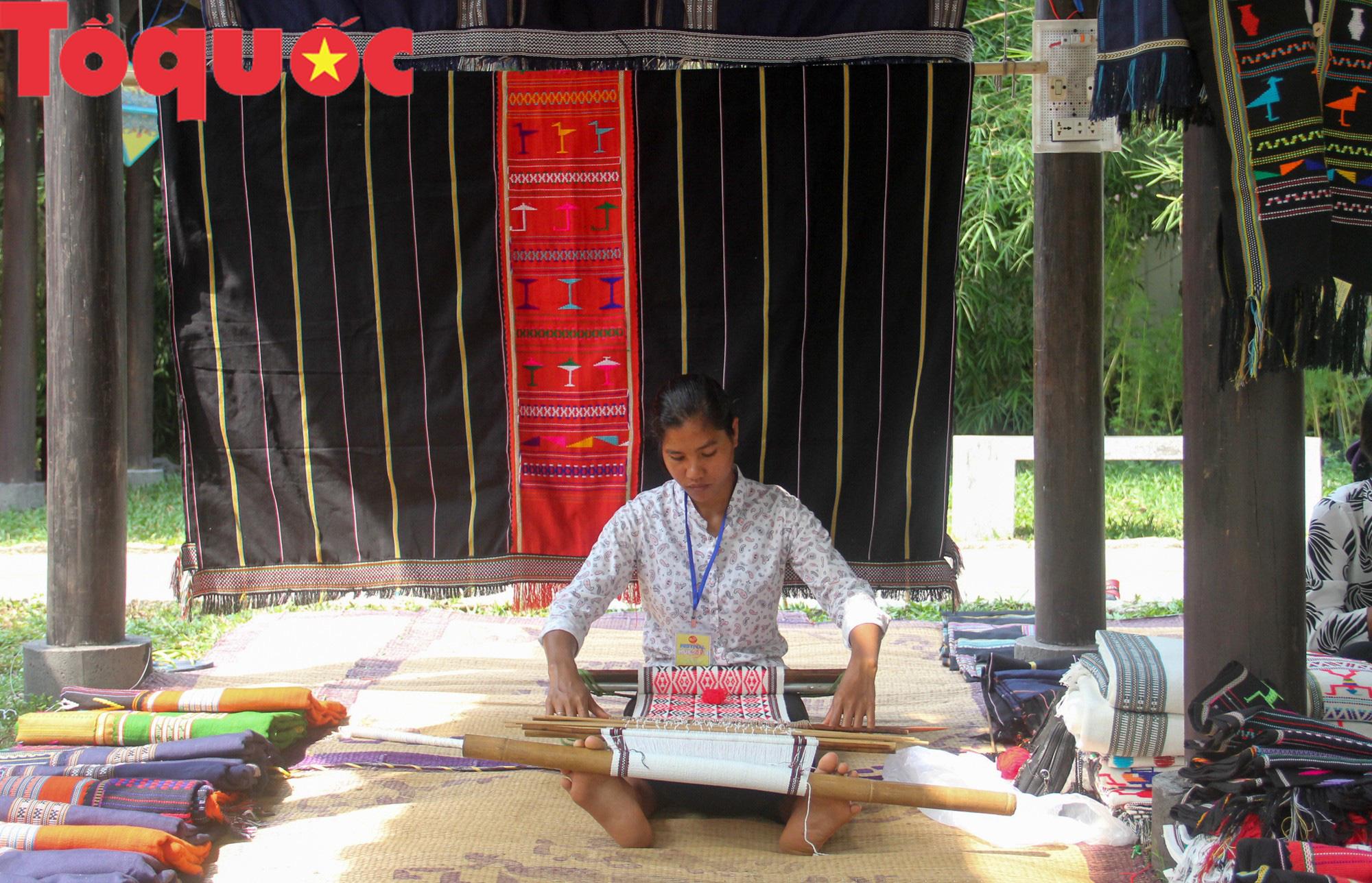 Tinh hoa làng nghề Việt hội tụ bên dòng sông Hương - Ảnh 8.