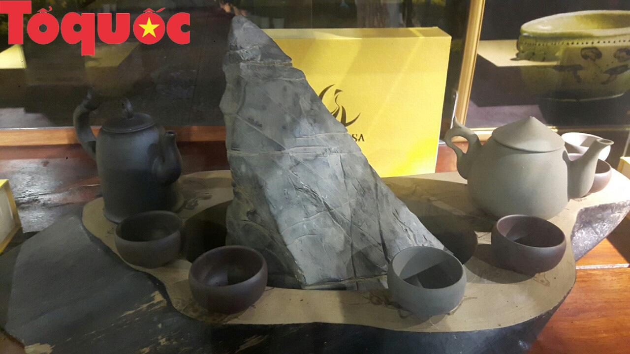 Lần đầu tiên ra mắt dòng gốm kết tinh 2 vùng văn hóa Hà Nội - Huế - Ảnh 2.