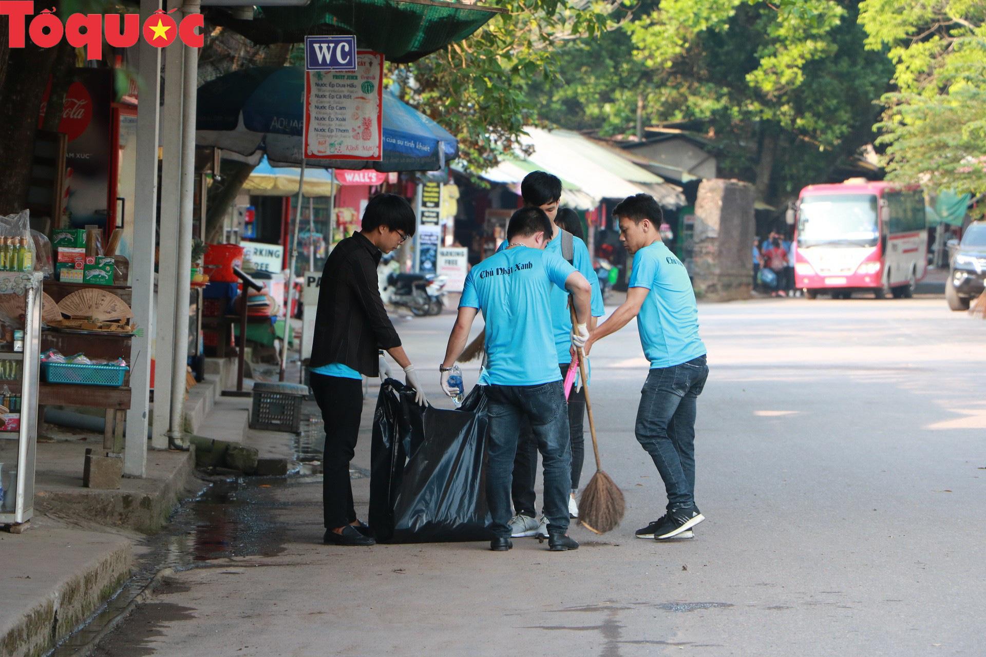 Phóng viên tại Huế nhặt rác làm sạch di tích, hưởng ứng Ngày chủ nhật xanh - Ảnh 5.