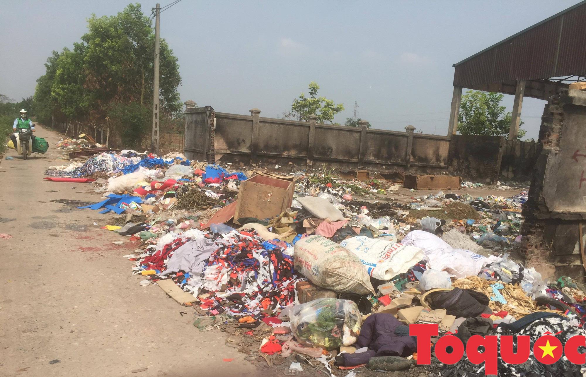 Kỳ 1 - Ô nhiễm môi trường: Con sông, tuyến đường ngập rác - Ảnh 10.