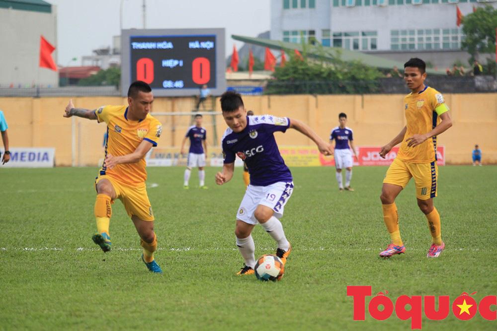 Địa chấn vòng đấu: CLB Hà Nội thảm bại trên sân Thanh Hóa - Ảnh 1.
