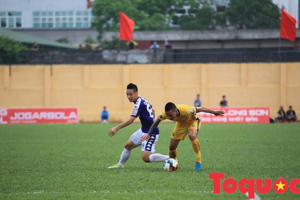 Địa chấn vòng đấu: CLB Hà Nội thảm bại trên sân Thanh Hóa - Ảnh 2.