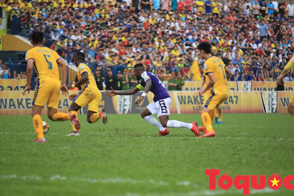 Địa chấn vòng đấu: CLB Hà Nội thảm bại trên sân Thanh Hóa - Ảnh 3.