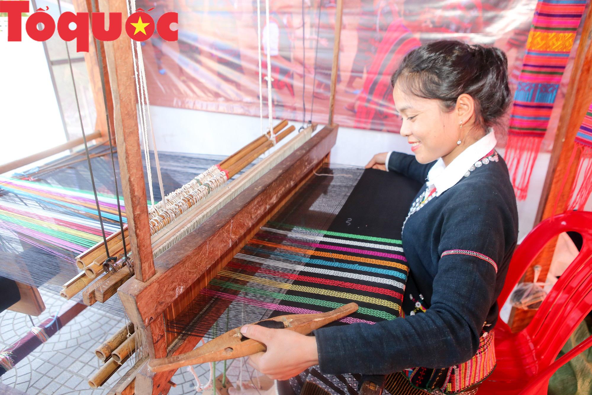 Tinh hoa văn hóa các dân tộc biên giới Việt Nam - Lào hội tụ về trên vùng cao A Lưới - Ảnh 6.