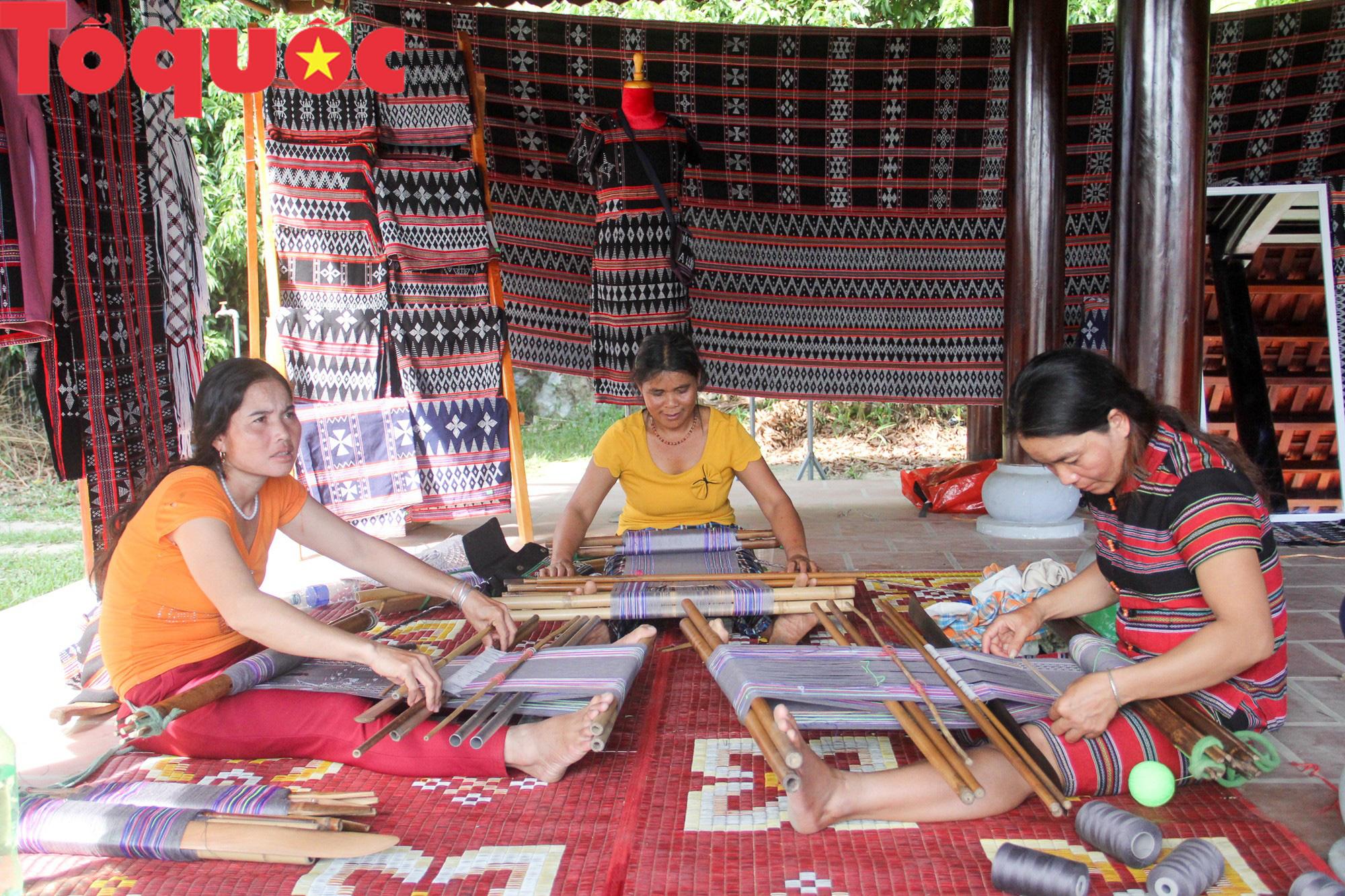 Tinh hoa văn hóa các dân tộc biên giới Việt Nam - Lào hội tụ về trên vùng cao A Lưới - Ảnh 7.