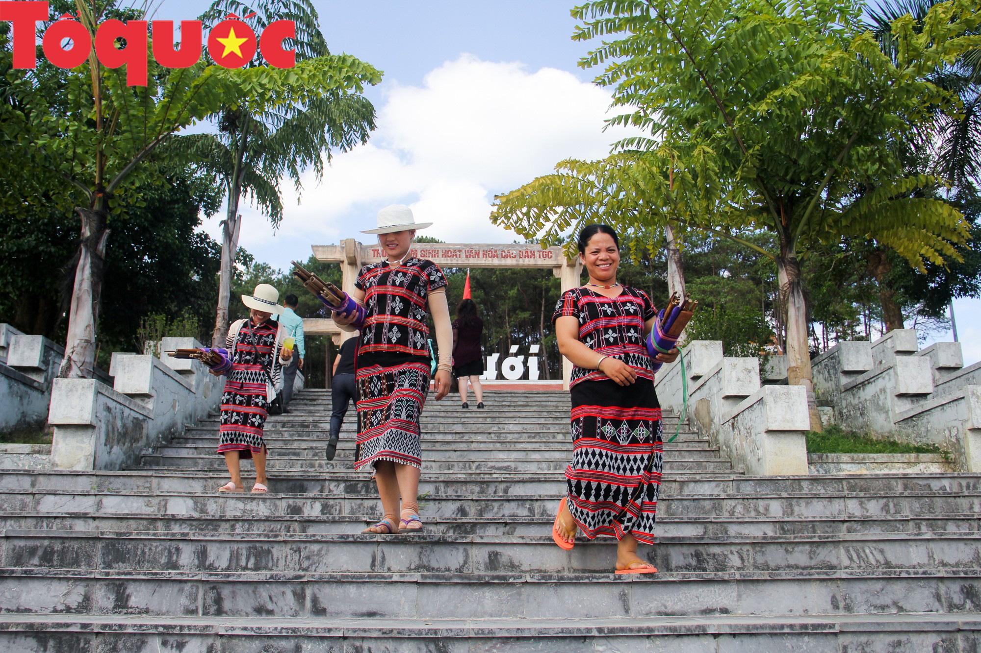 Tinh hoa văn hóa các dân tộc biên giới Việt Nam - Lào hội tụ về trên vùng cao A Lưới - Ảnh 2.