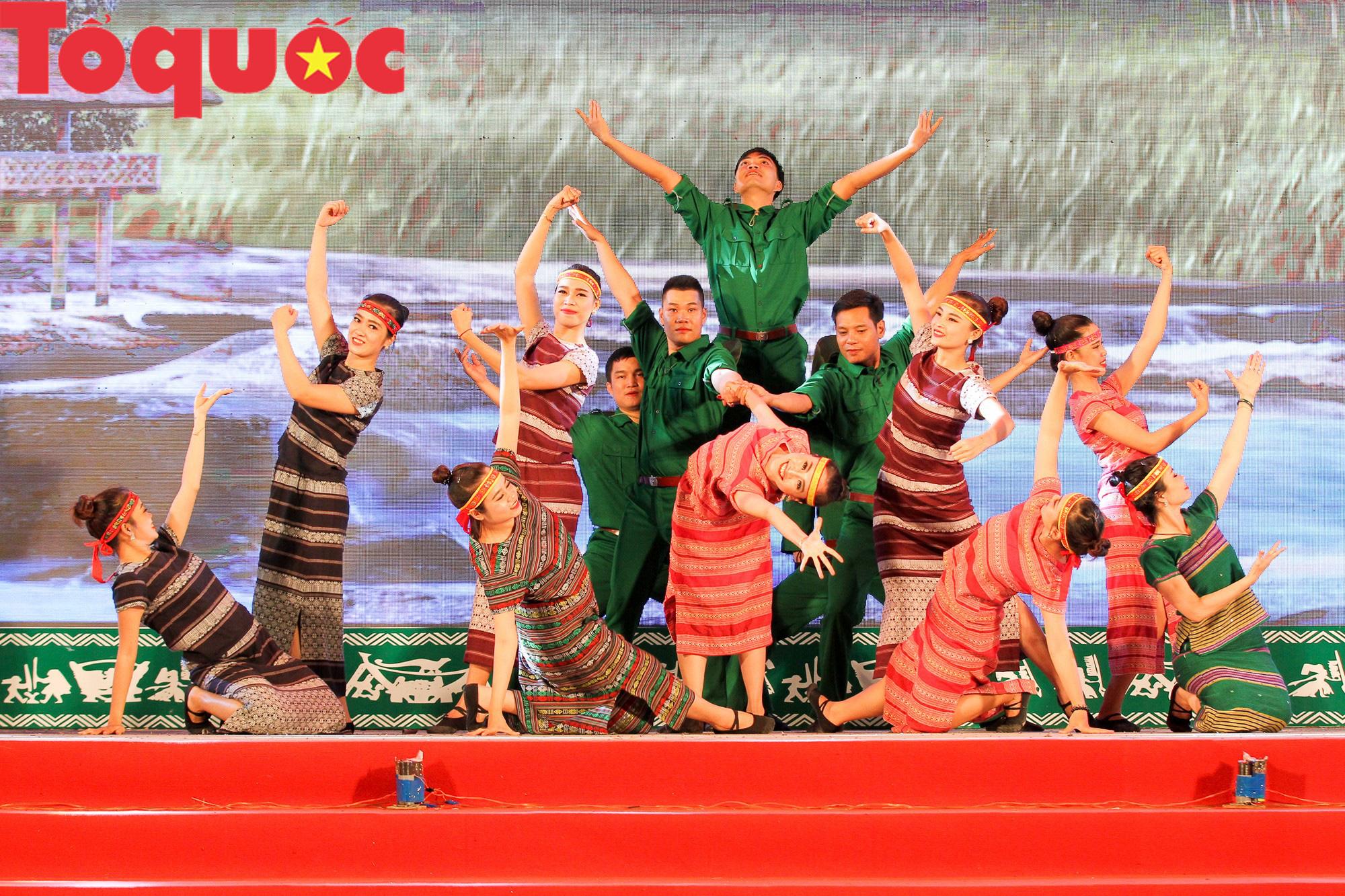 Khai mạc Ngày hội giao lưu văn hóa, thể thao, du lịch các dân tộc biên giới Việt Nam - Lào - Ảnh 7.