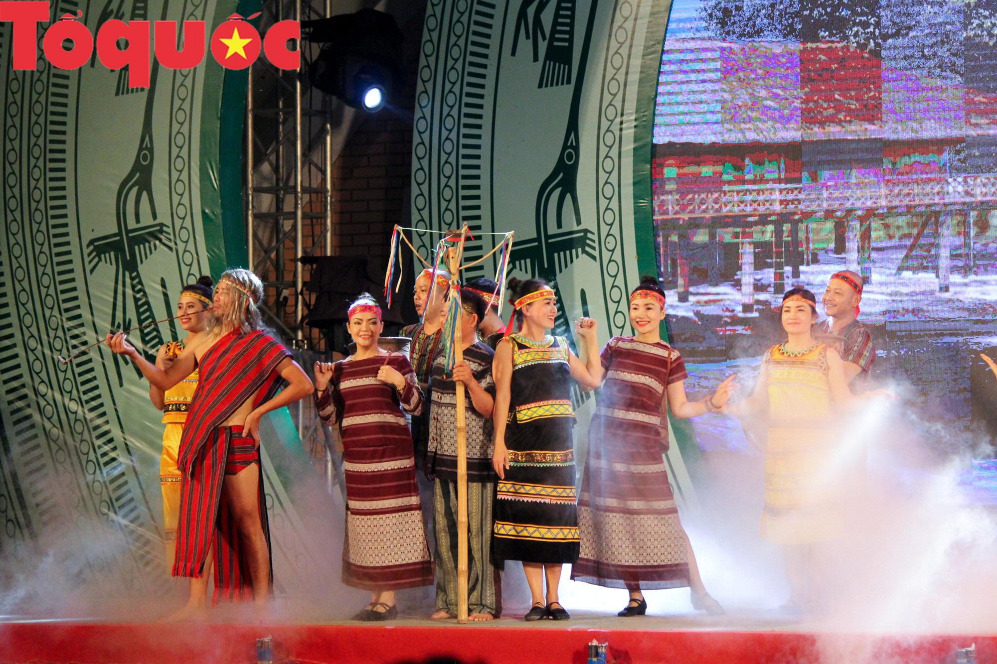 Khai mạc Ngày hội giao lưu văn hóa, thể thao, du lịch các dân tộc biên giới Việt Nam - Lào - Ảnh 6.