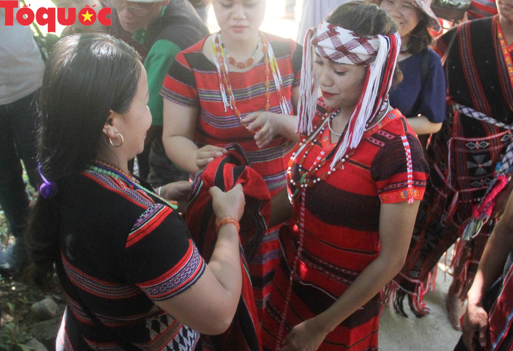 Độc đáo lễ cưới của người Pa Cô - Ảnh 8.