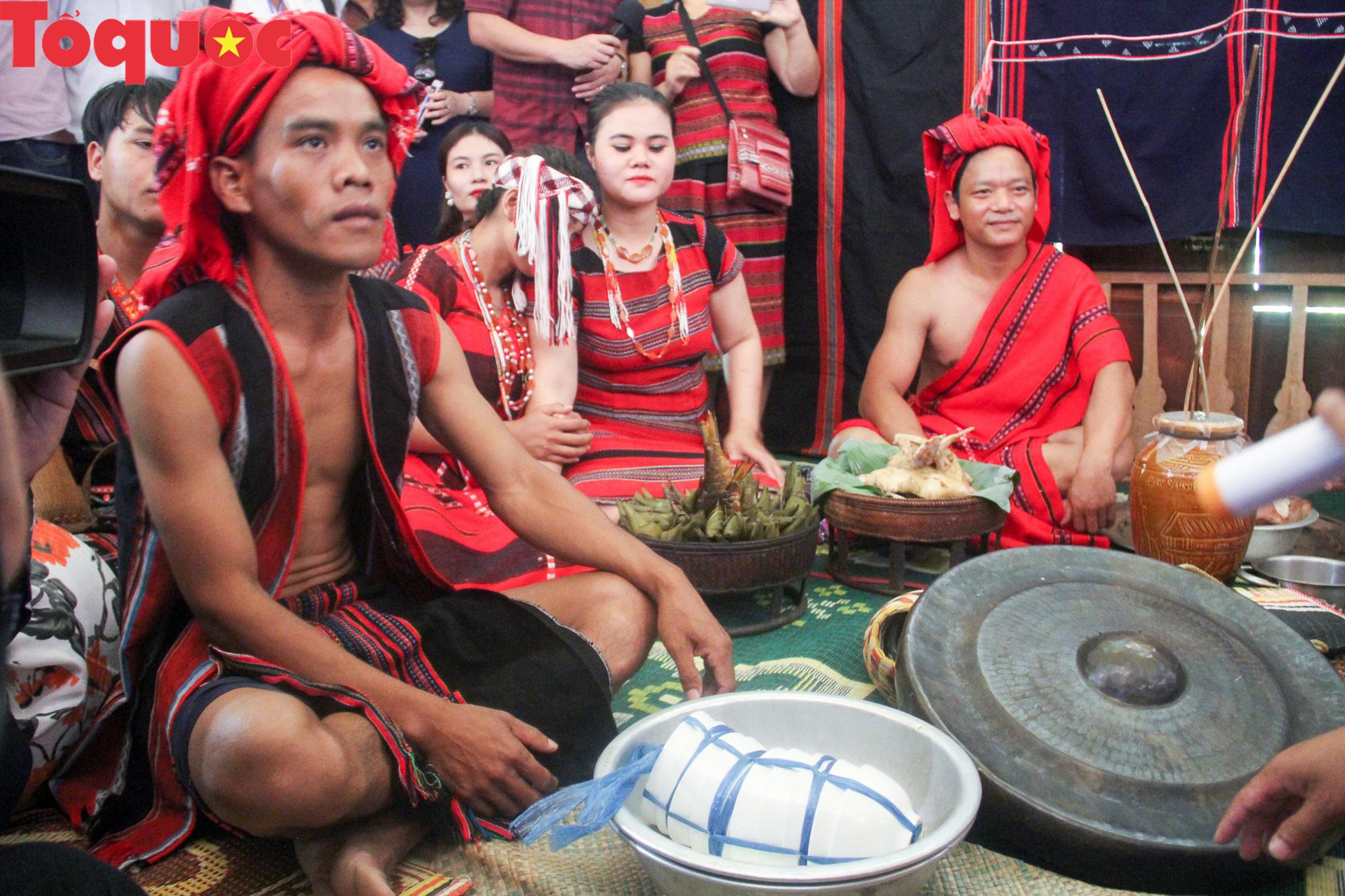 Độc đáo lễ cưới của người Pa Cô - Ảnh 11.