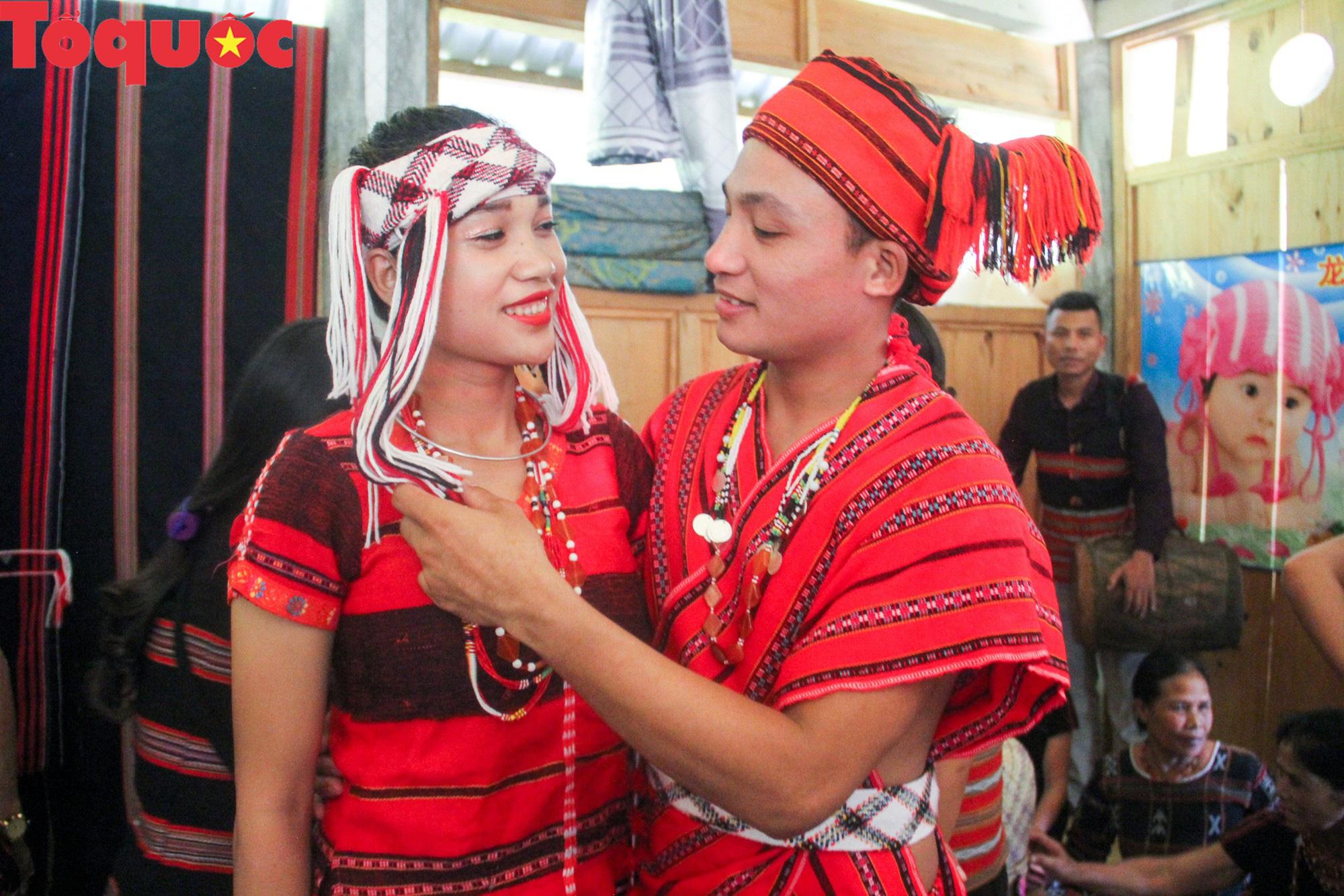 Độc đáo lễ cưới của người Pa Cô - Ảnh 2.