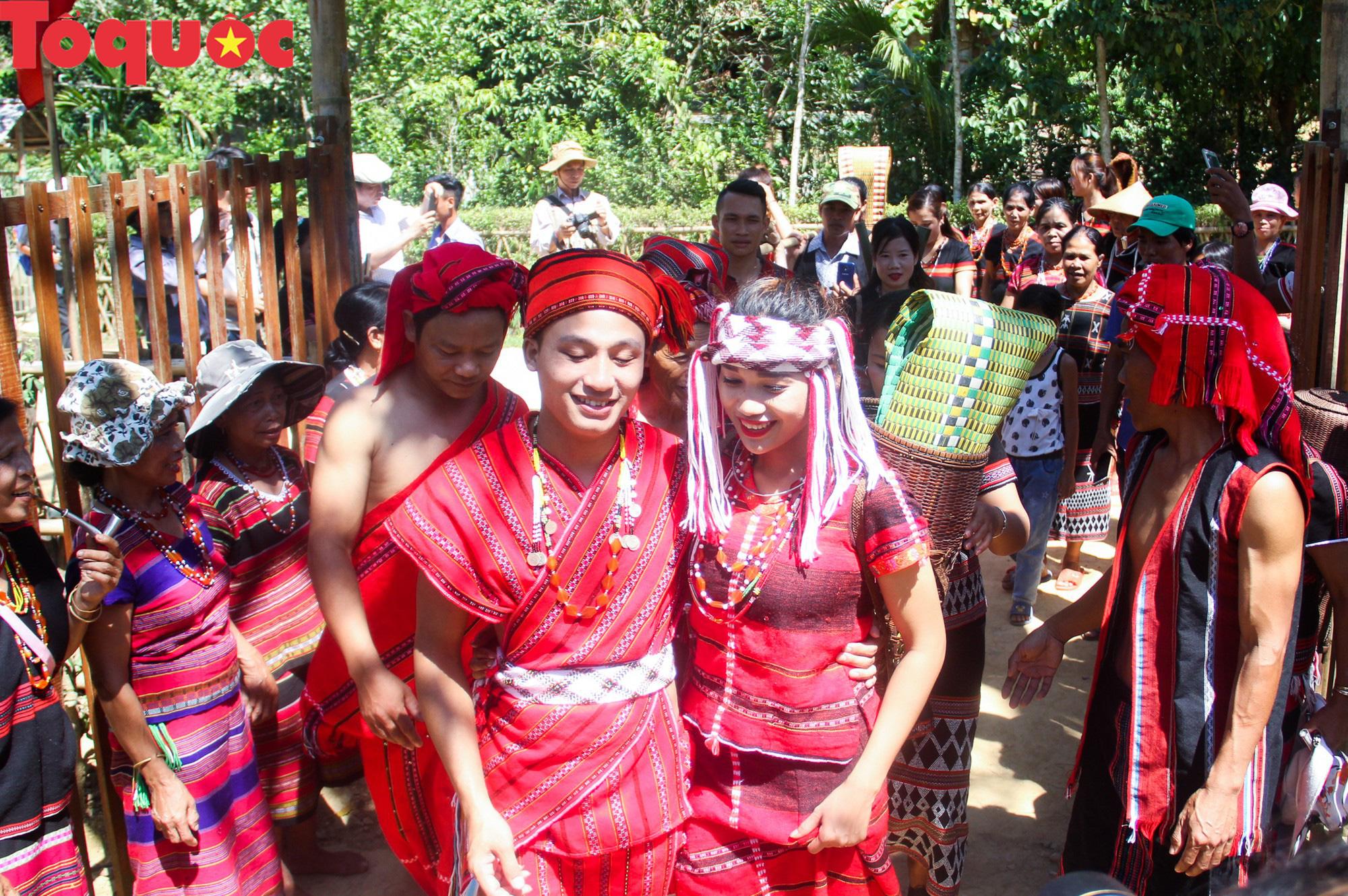 Độc đáo lễ cưới của người Pa Cô - Ảnh 15.