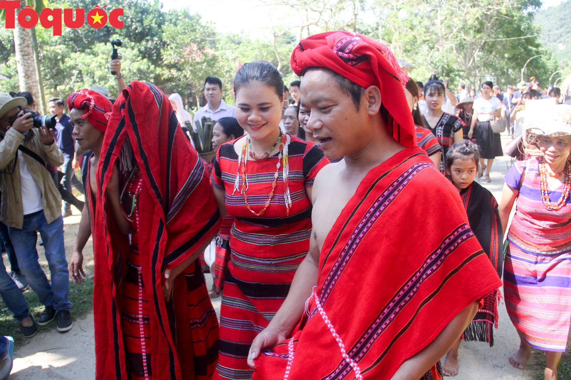 Độc đáo lễ cưới của người Pa Cô - Ảnh 7.
