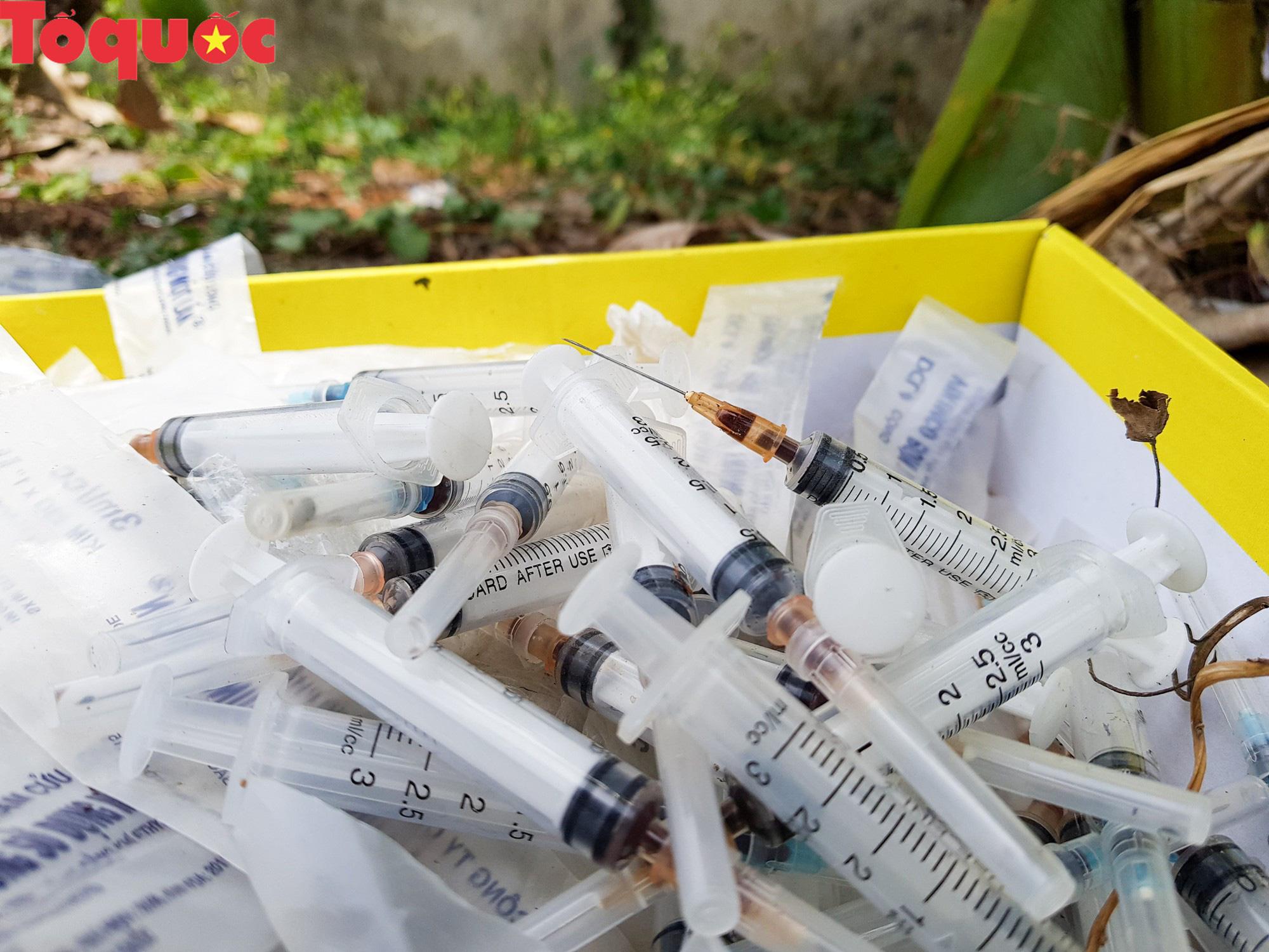Hãi hùng hình ảnh bơm kim tiêm nằm la liệt trong khu dân cư ở Huế - Ảnh 8.