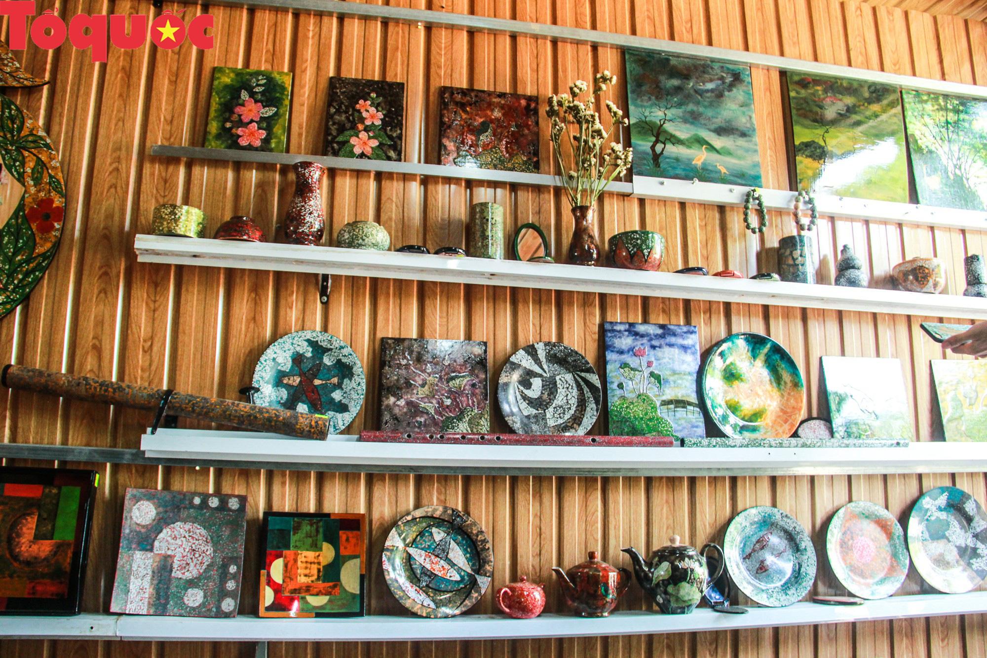 Khách Tây mê mẩn đồ dùng Việt được thổi hồn từ vỏ trứng - Ảnh 2.