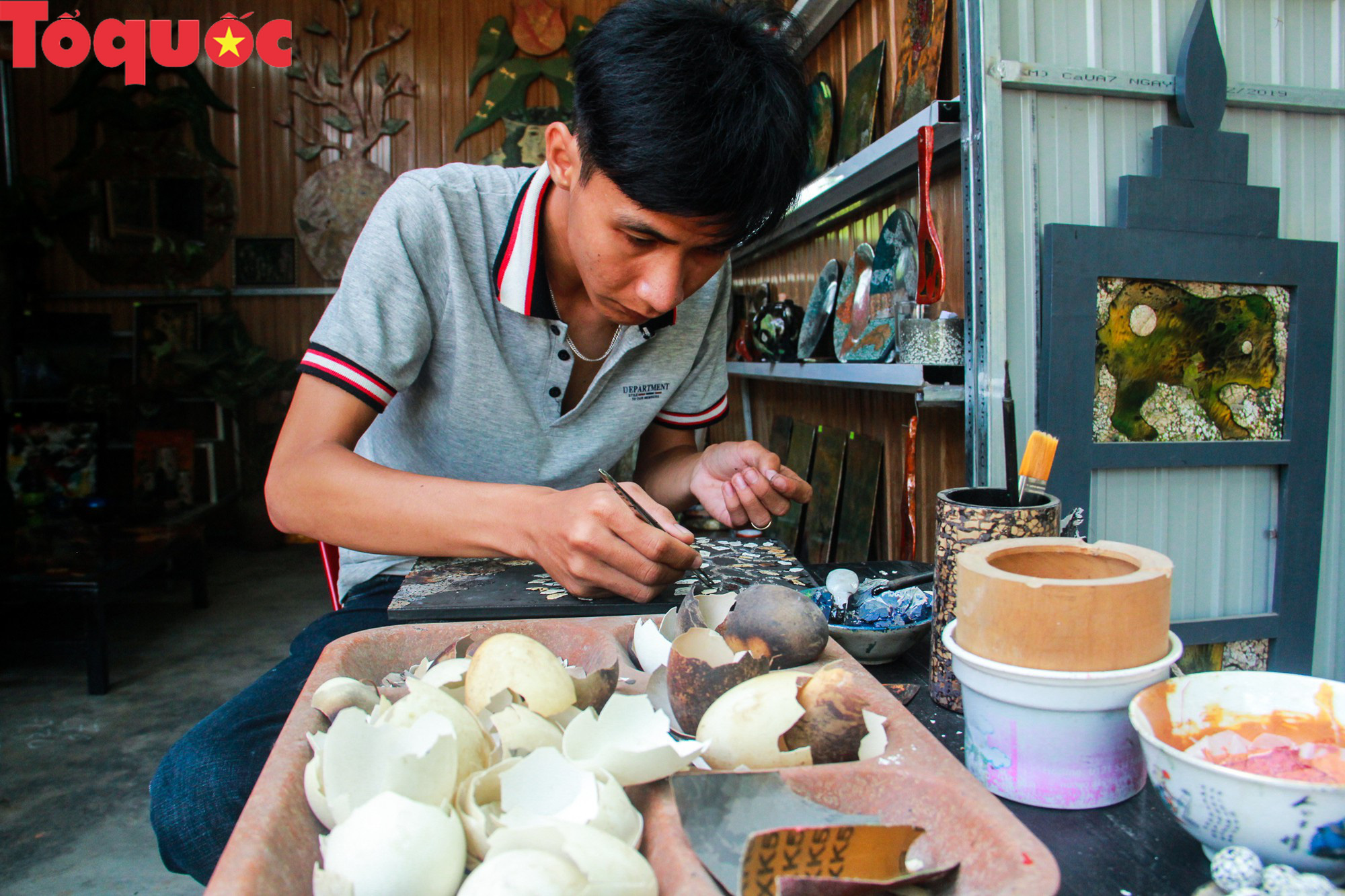 Khách Tây mê mẩn đồ dùng Việt được thổi hồn từ vỏ trứng - Ảnh 6.