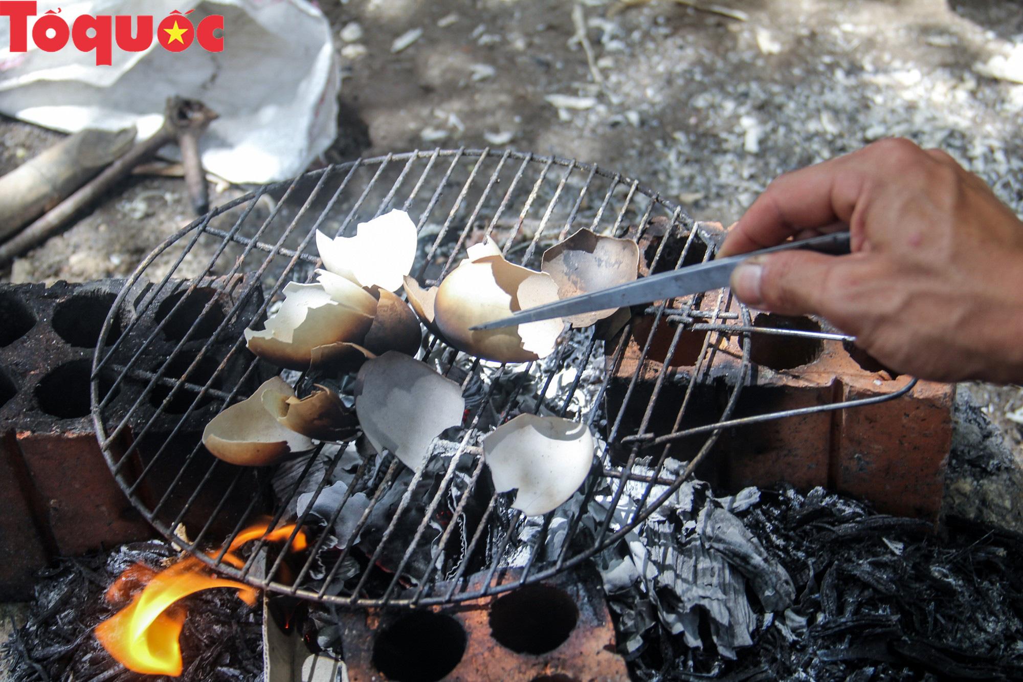 Khách Tây mê mẩn đồ dùng Việt được thổi hồn từ vỏ trứng - Ảnh 5.