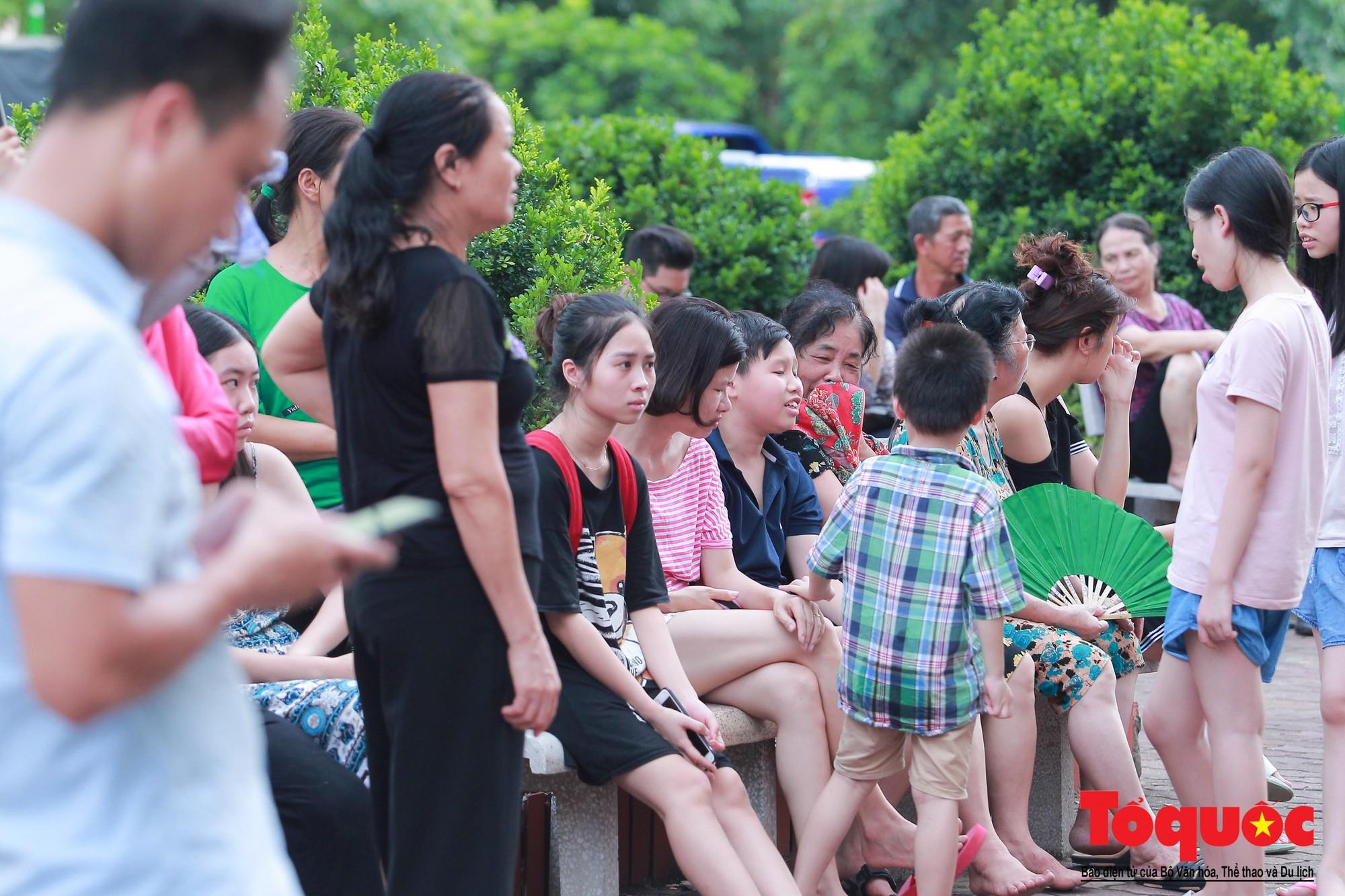 Cháy chung cư B10 Nam Trung Yên, nhiều người hoảng loạn (5)