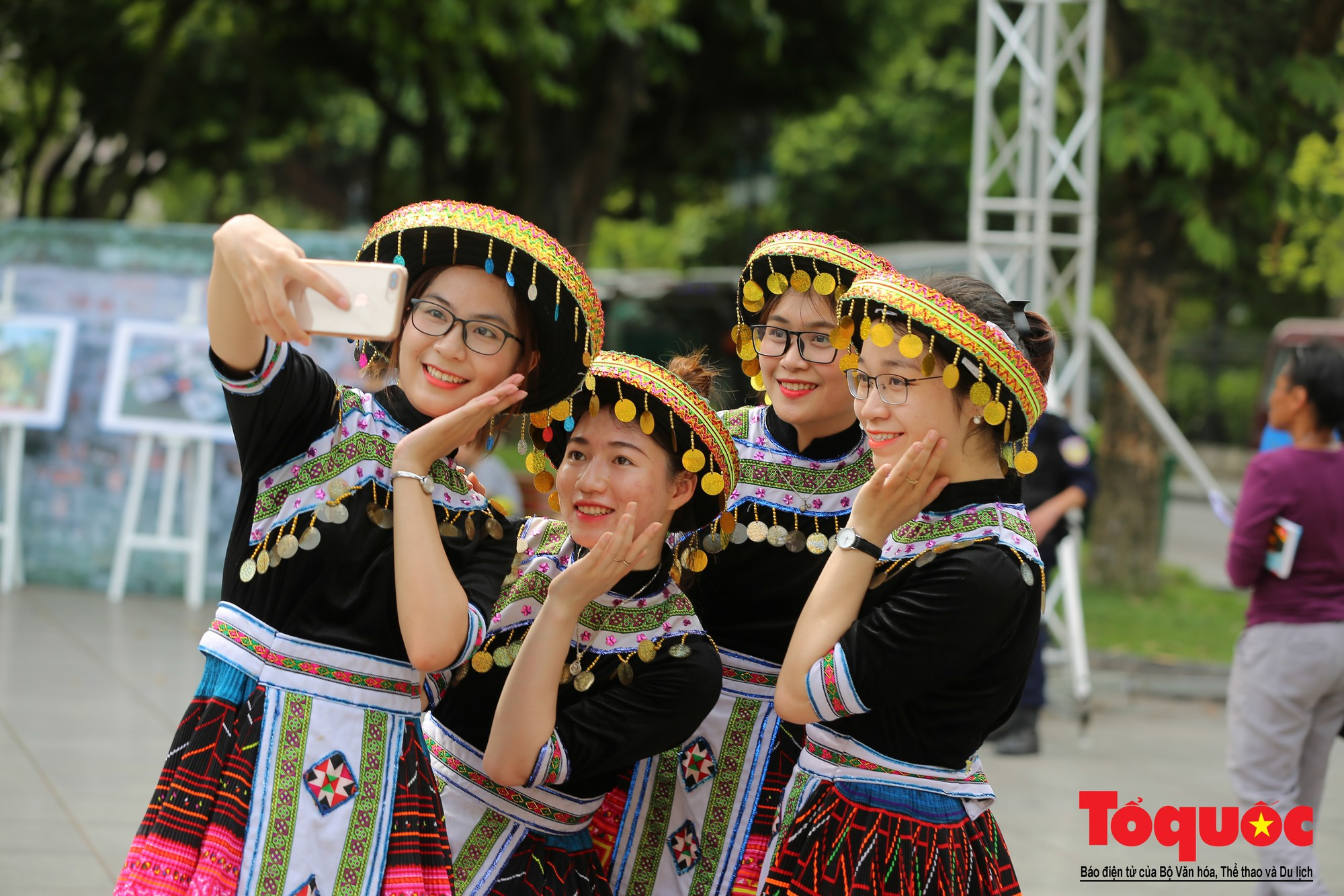 """Lễ kỷ niệm 20 năm thành phố Hà Nội đón nhận danh hiệu """"Thành phố Vì hòa bình"""" (12)"""