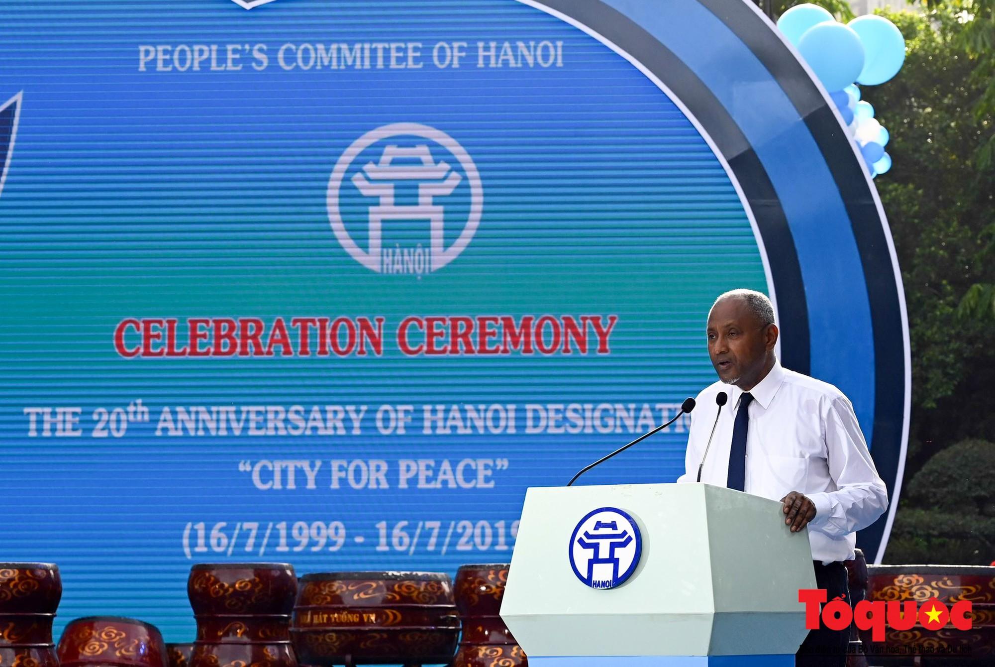 """Lễ kỷ niệm 20 năm thành phố Hà Nội đón nhận danh hiệu """"Thành phố Vì hòa bình"""" (2)"""
