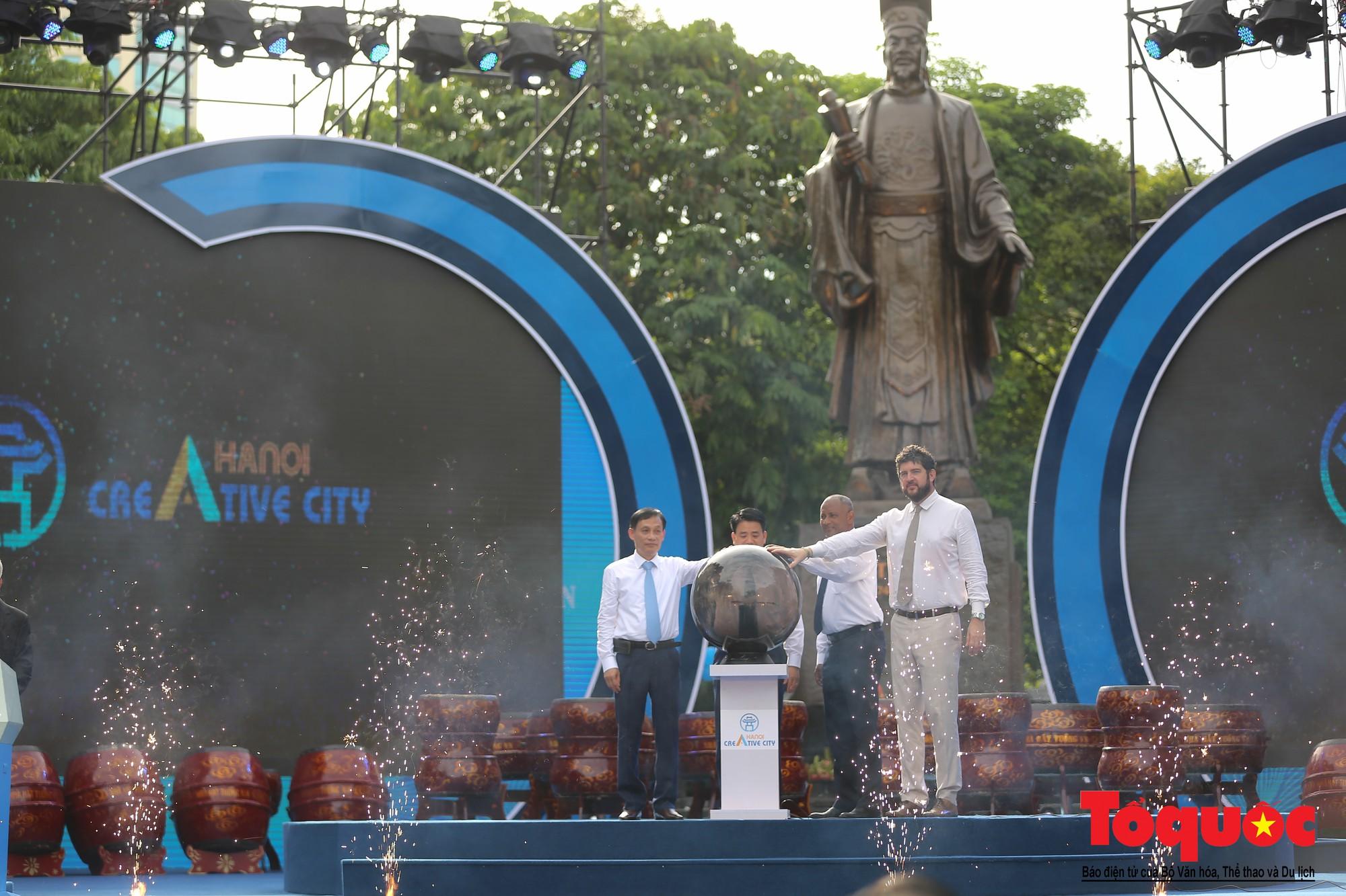 """Lễ kỷ niệm 20 năm thành phố Hà Nội đón nhận danh hiệu """"Thành phố Vì hòa bình"""" (3)"""