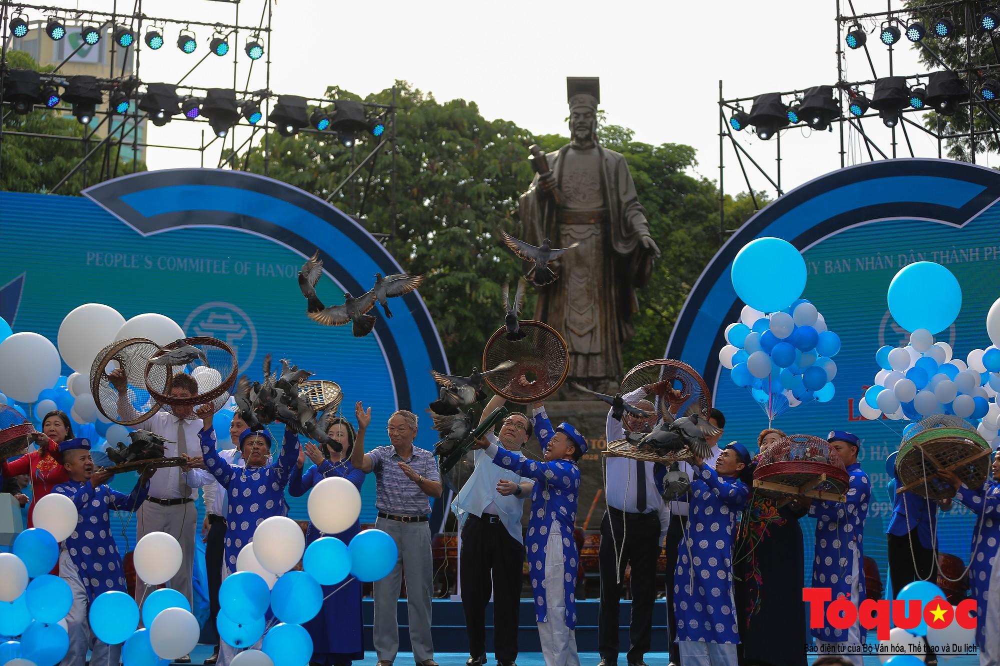 """Lễ kỷ niệm 20 năm thành phố Hà Nội đón nhận danh hiệu """"Thành phố Vì hòa bình"""" (4)"""