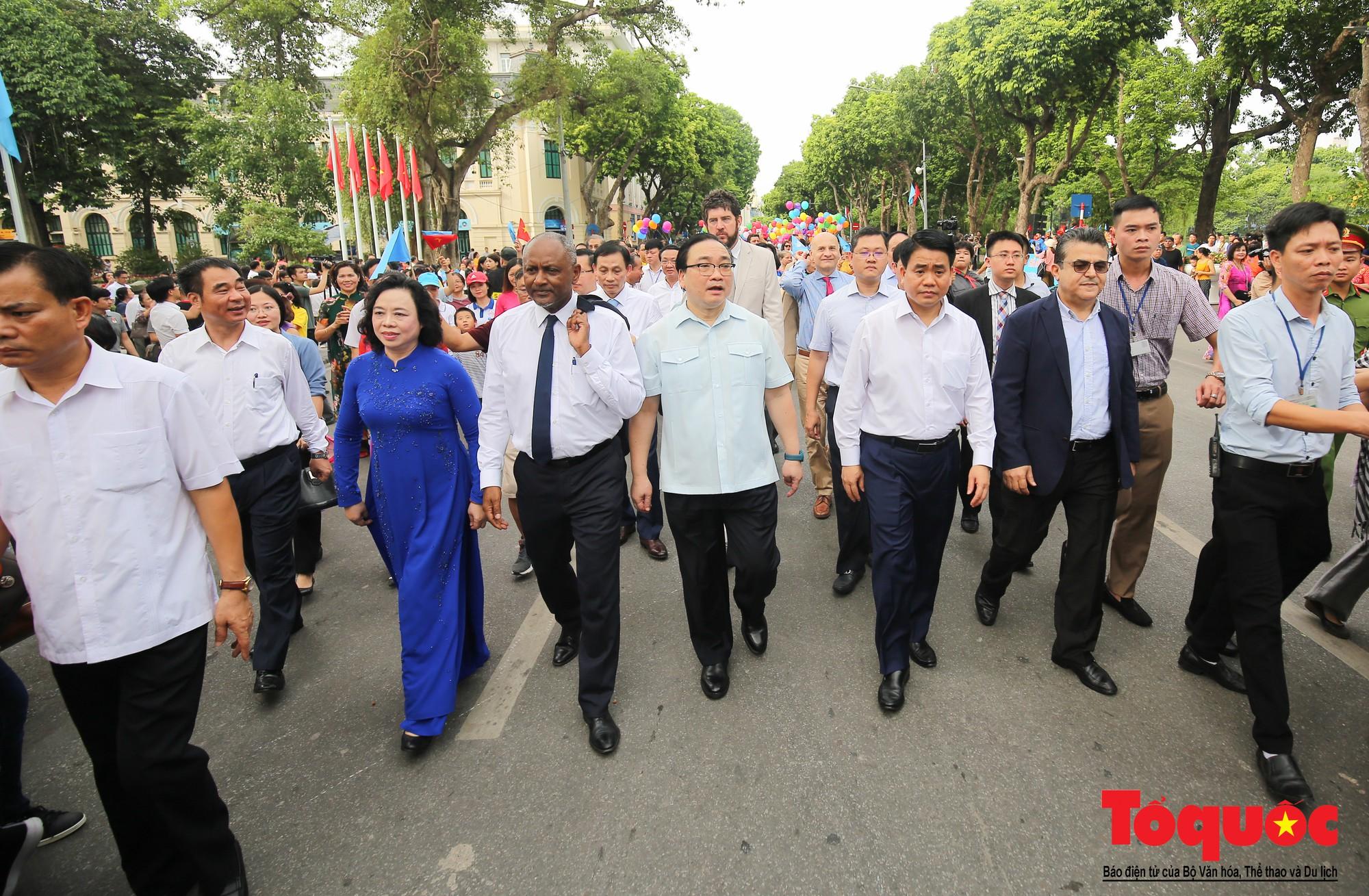 """Lễ kỷ niệm 20 năm thành phố Hà Nội đón nhận danh hiệu """"Thành phố Vì hòa bình"""" (6)"""