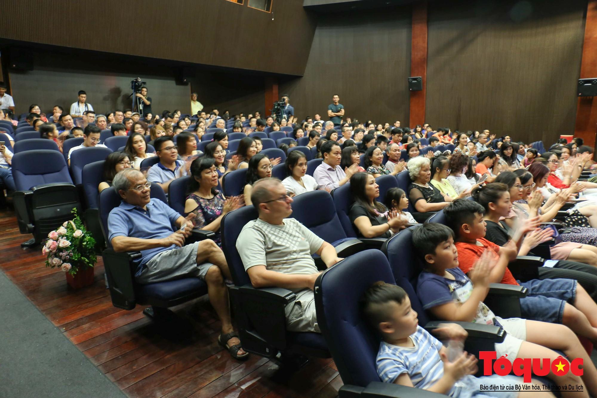 Dàn nhạc giao hưởng nhí đầu tiên của Việt Nam biểu diễn gây quỹ từ thiện (1)