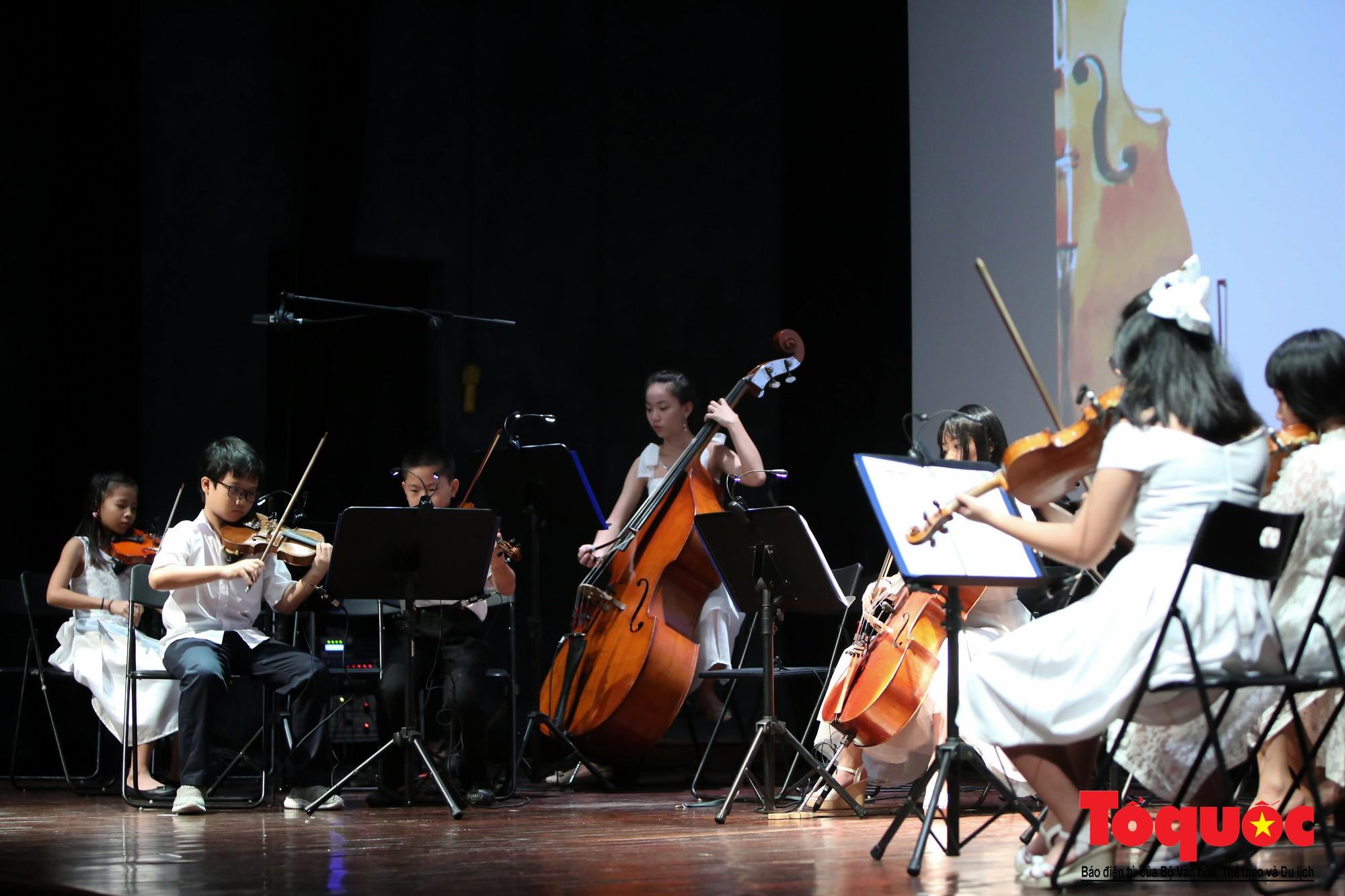 Dàn nhạc giao hưởng nhí đầu tiên của Việt Nam biểu diễn gây quỹ từ thiện (12)