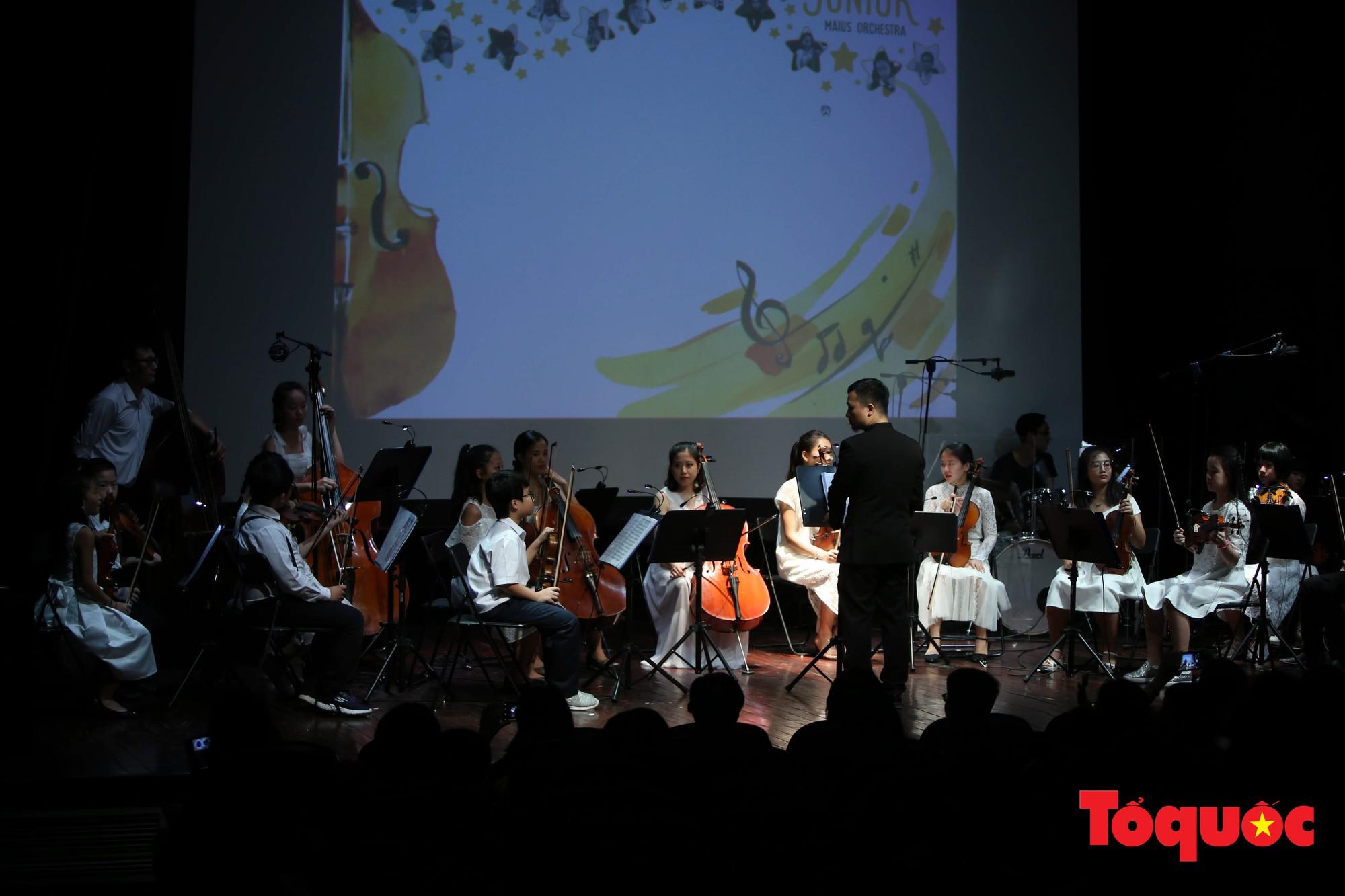 Dàn nhạc giao hưởng nhí đầu tiên của Việt Nam biểu diễn gây quỹ từ thiện (15)