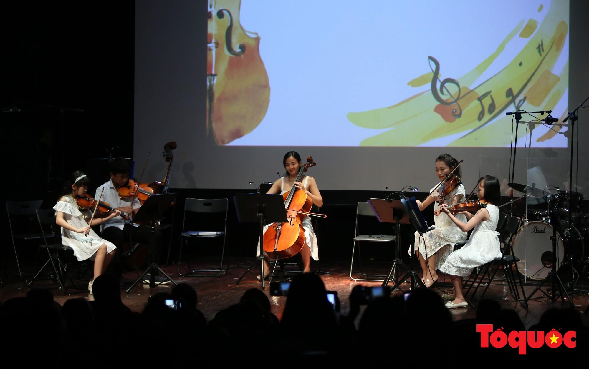 Dàn nhạc giao hưởng nhí đầu tiên của Việt Nam biểu diễn gây quỹ từ thiện (2)