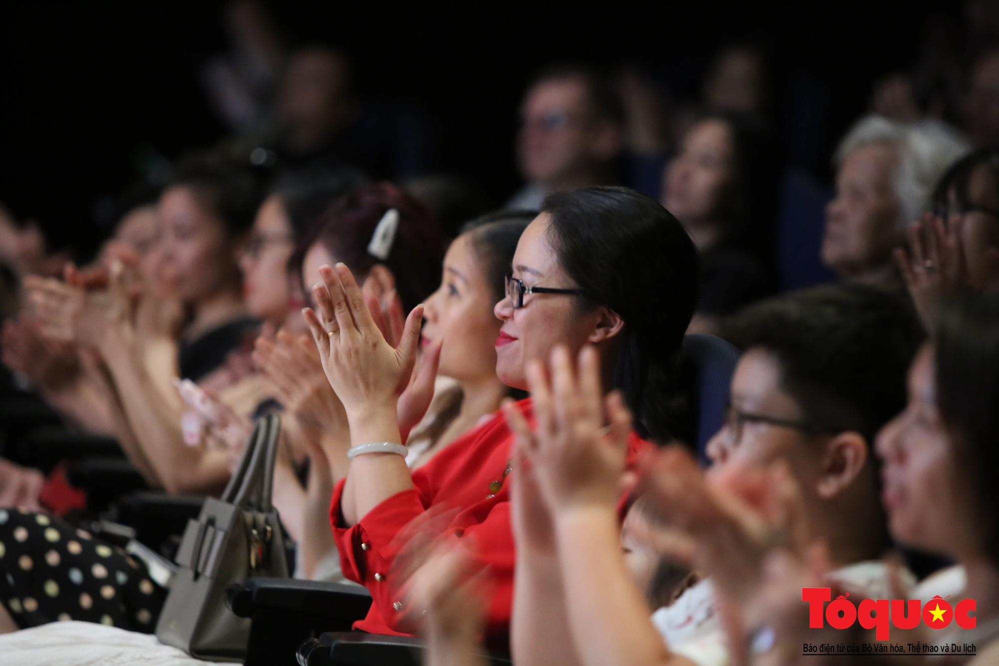 Dàn nhạc giao hưởng nhí đầu tiên của Việt Nam biểu diễn gây quỹ từ thiện (7)