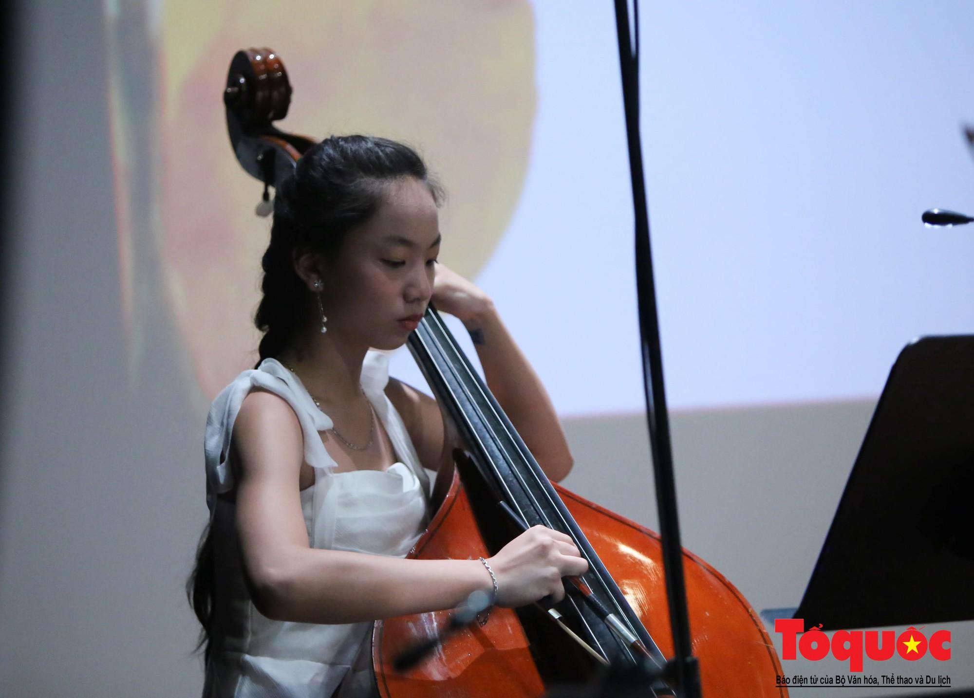 Dàn nhạc giao hưởng nhí đầu tiên của Việt Nam biểu diễn gây quỹ từ thiện (8)