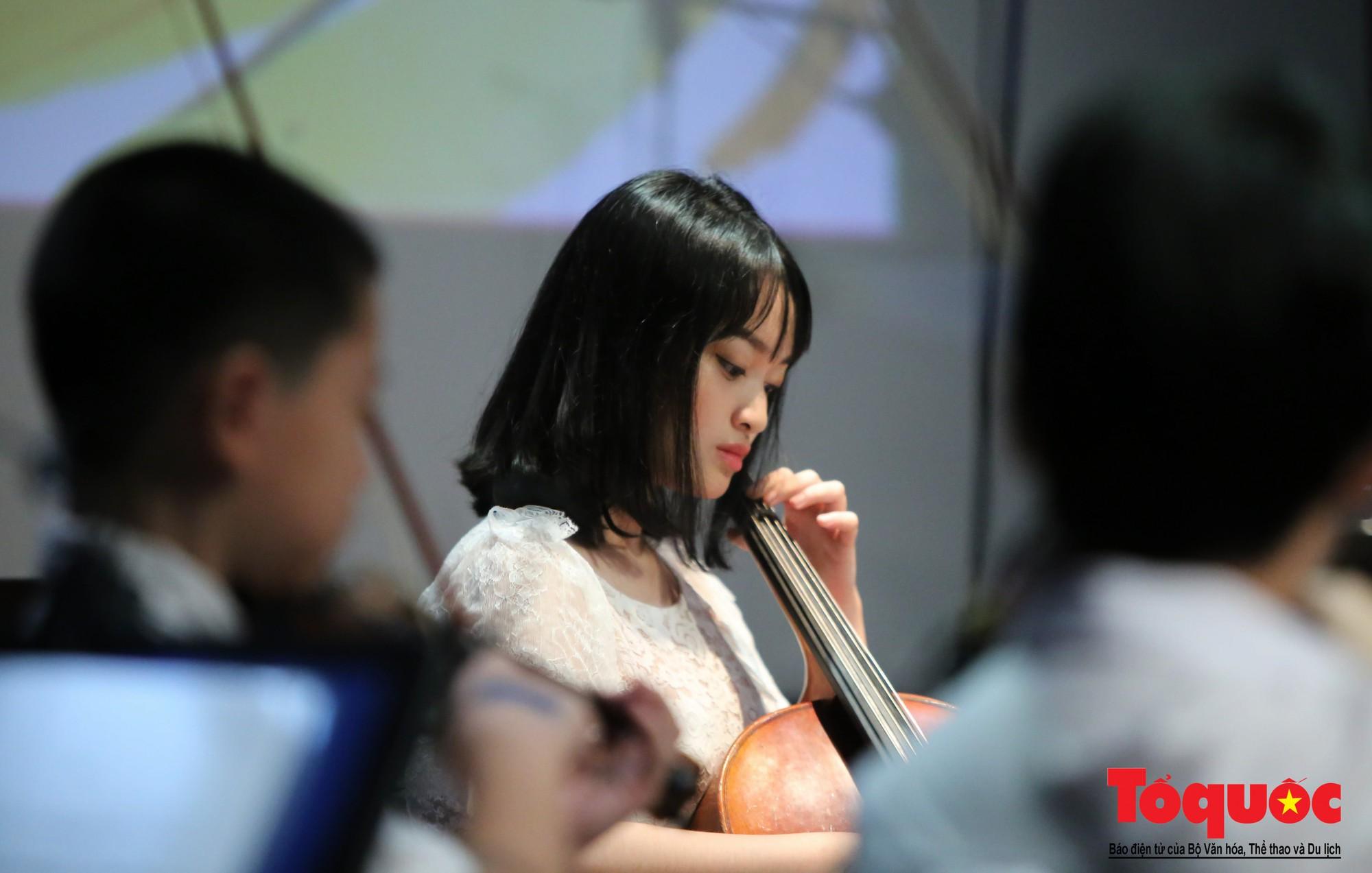 Dàn nhạc giao hưởng nhí đầu tiên của Việt Nam biểu diễn gây quỹ từ thiện (9)