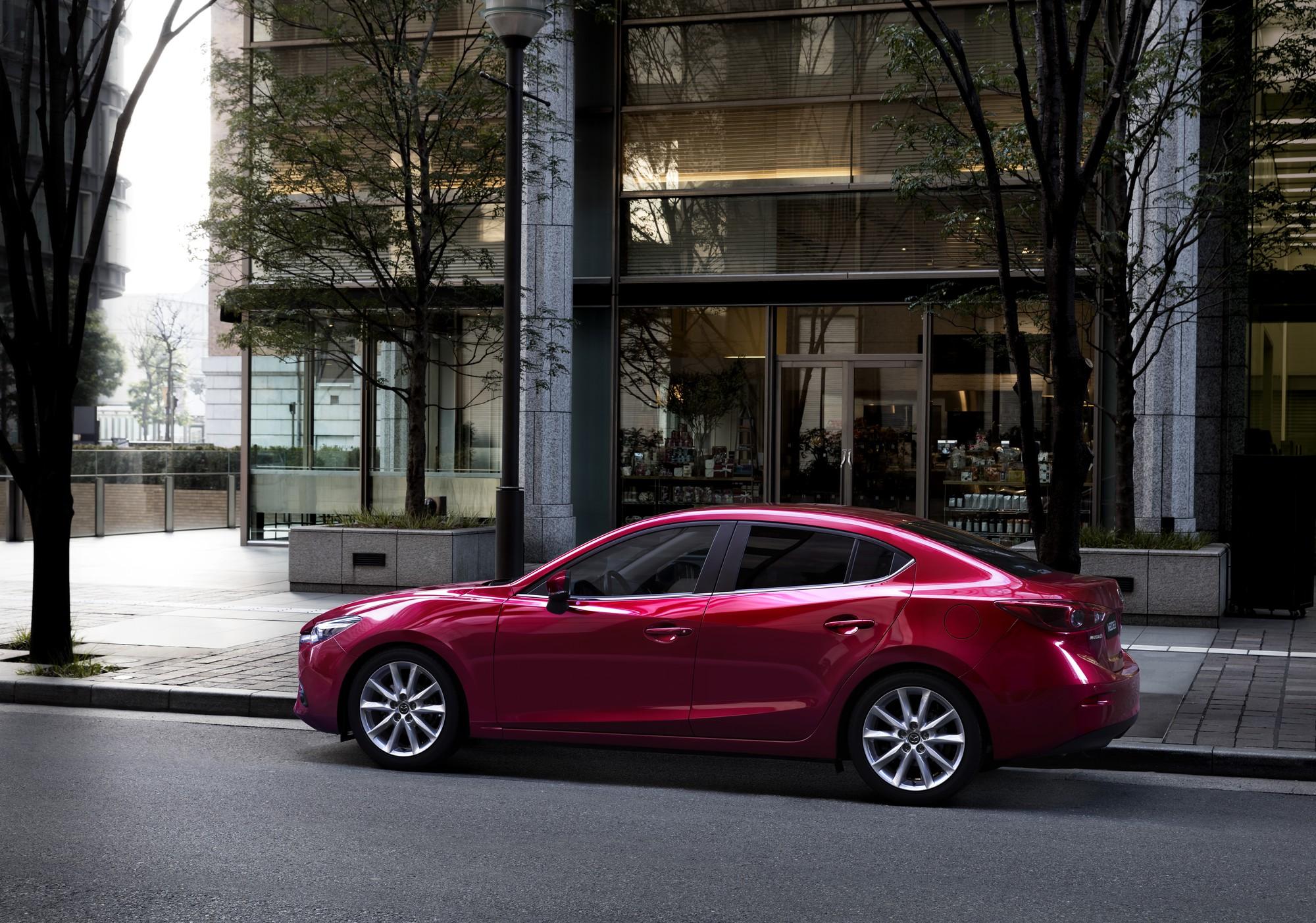 Mazda3_16CYIPM_CUT02_MME_GER_HIGH_SDN_SH_MT_SOUL_RED